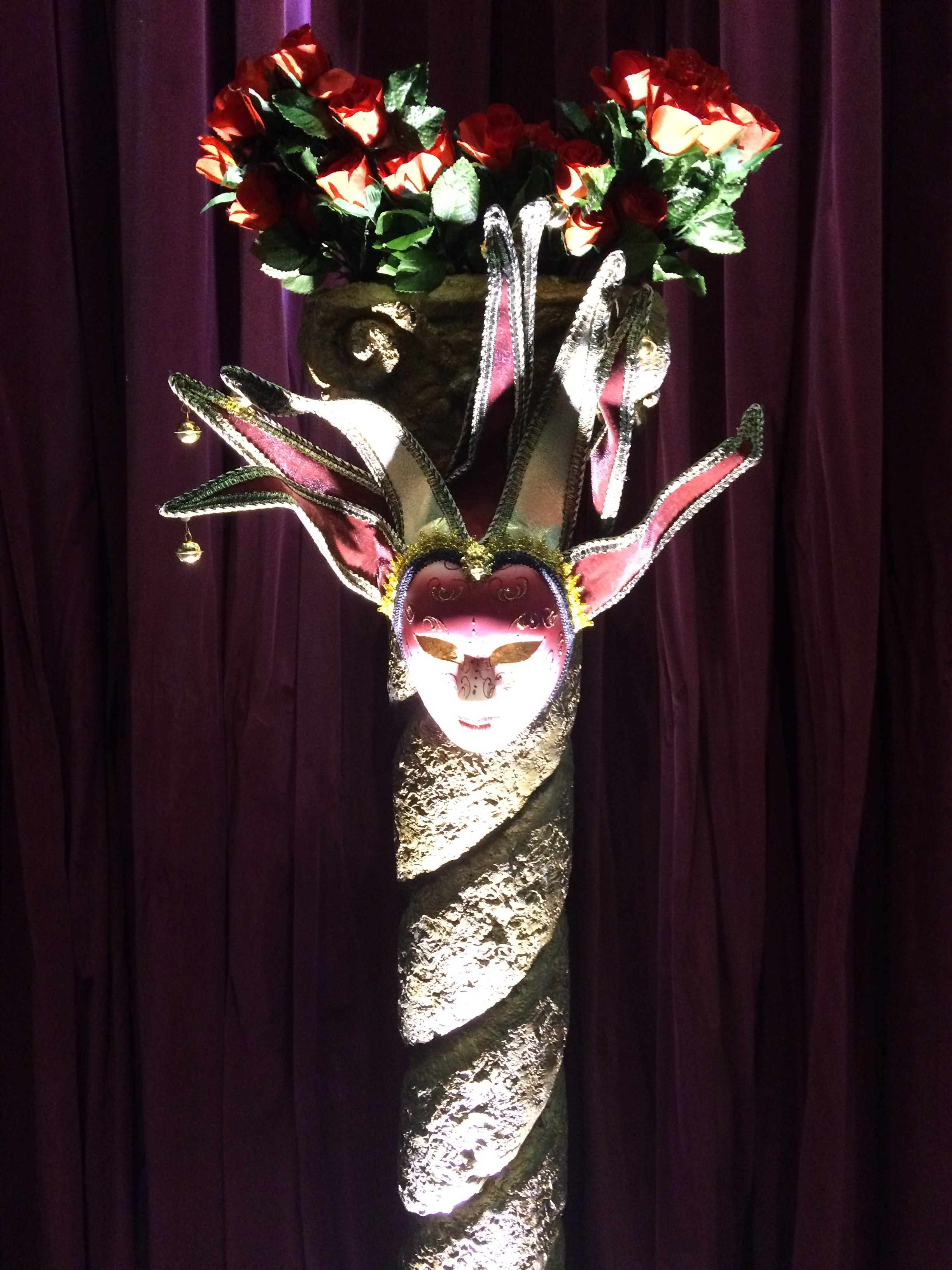 Mardi gras Pillar and mask with roses.jpg