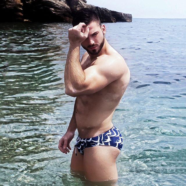 Come on, Vogue! The GORGEOUS @xgio_bdr bringing that extra flair to summer with @holasbeachwear. SHOP 30% OFF on all products at holasbeachwear.com/shop Come on, Vogue! El MAGNÍFICO #xgio_bdr trayendo ese toque extra al verano con #holasbeachwear. COMPRA todos los productos al 30% de descuento en holasbeachwear.com/shop #getwetinstyle#beachtrunks#bathingtrunks#swimtrunks#beach#swimmingtrunks#beachwear#swimwear#mens_swimwear #poollife#summer#ibiza#mykonos#trajesdebaño#mensstyle#fashion#gentlemen#styleguide#italy#greece#miami#newyork #paris #luxury #resort