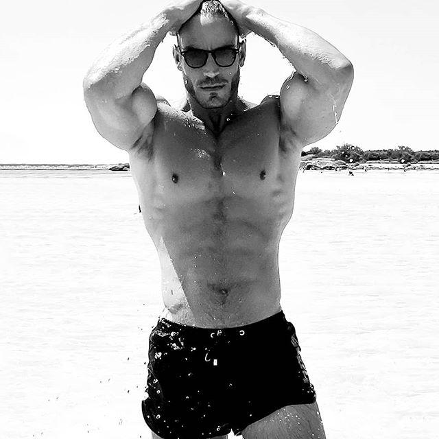 We know you want it, we know you need it. Get it while you can! Enjoy final markdowns of 70% Off at holasbeachwear.com/shop until the 26th of September. Sabemos que lo quieres, sabemos que lo necesitas. ¡Consíguelo mientras puedas! Disfrute de rebajas finales del 70% de descuento en holasbeachwear.com/shop hasta el 26 de Septiembre. #getwetinstyle#beachtrunks#bathingtrunks#swimtrunks#beach#swimmingtrunks#beachwear #swimwear#mens_swimwea#poollife#hoscos#summer#ibiza#telaviv#mykonos#trajesdebaño#mensstyle #fashion#gentlemen#styleguide#dubai#italy#greece#miami#newyork#paris #luxury#resort
