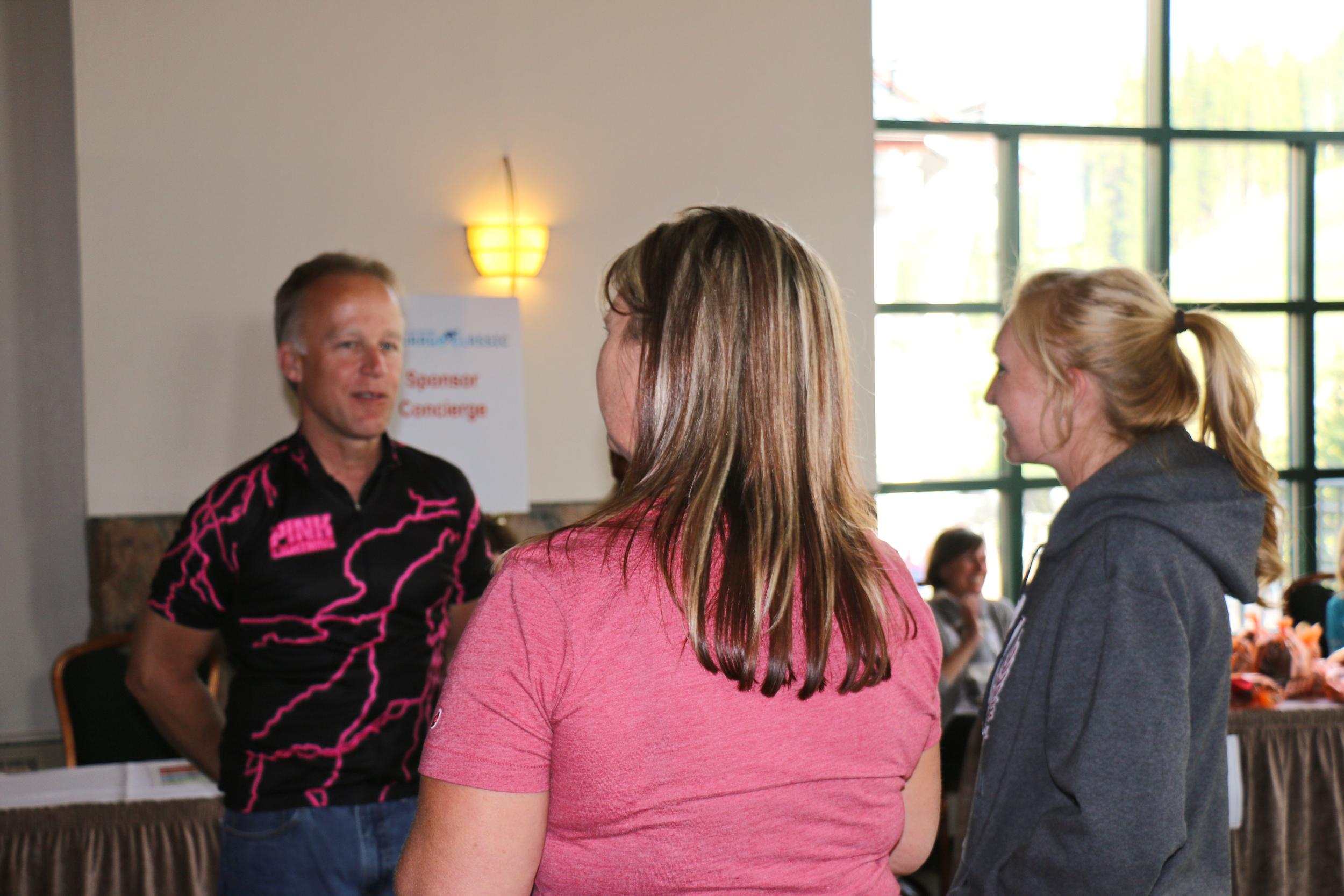 Steve talks to volunteers