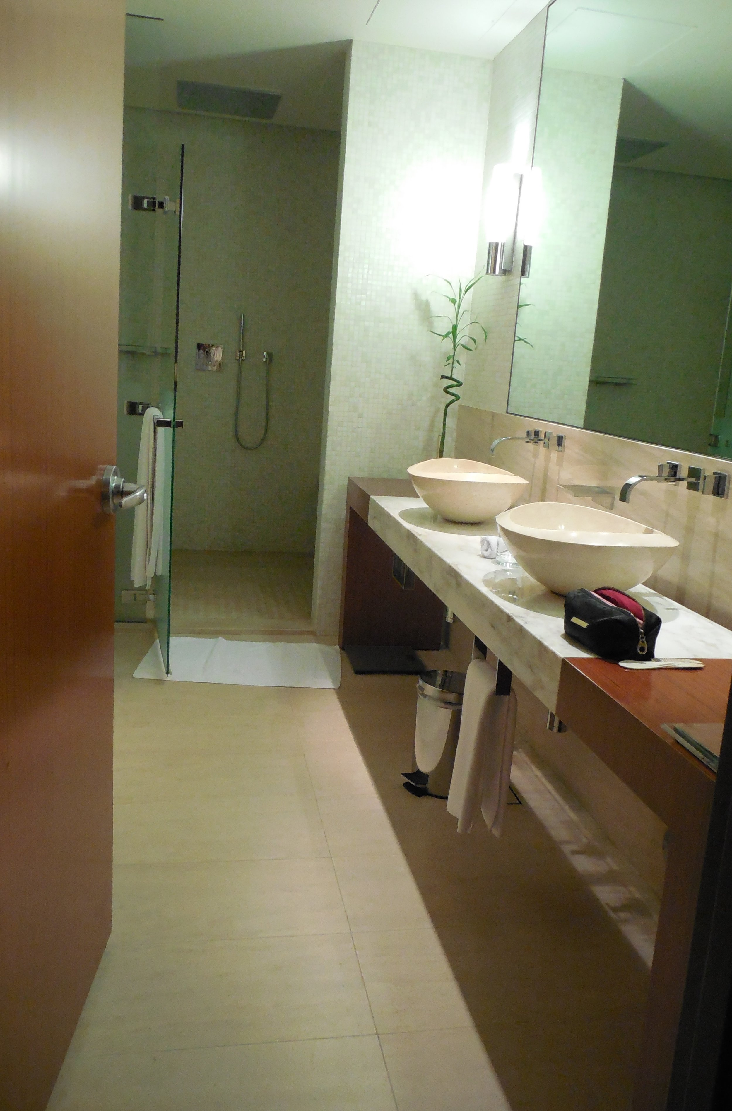 Suite Bathroom Oryx Airport Hotel © Flyga Twiga LLC