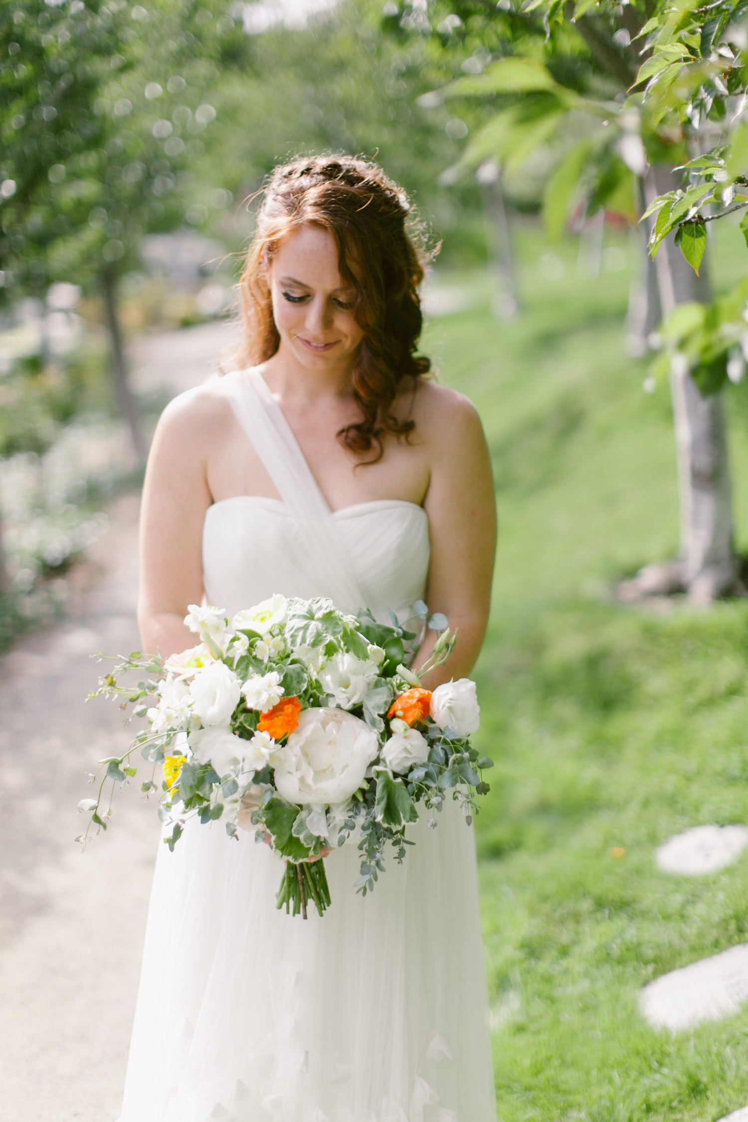 White & citrus bridal bouquet for a raging garden party by San Diego wedding florist, Compass Floral.