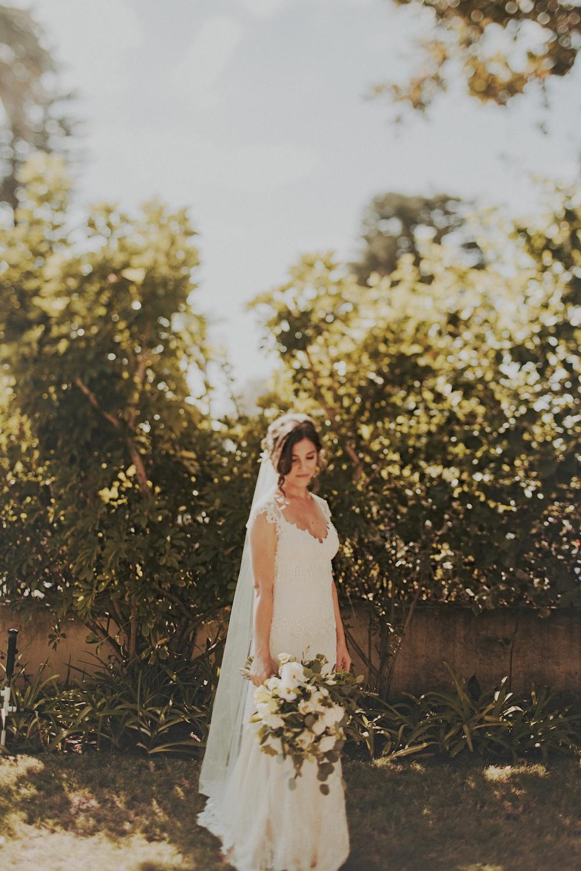 Neutral wedding florals by San Diego wedding florist, Compass Floral.