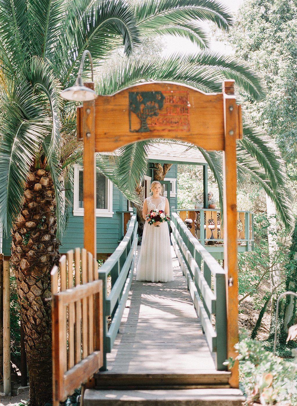 Bridal portrait| Fallbrook Treehouse | Compass Floral | Wedding Florist in San Diego and Southern California | Allie Lindsey Photography