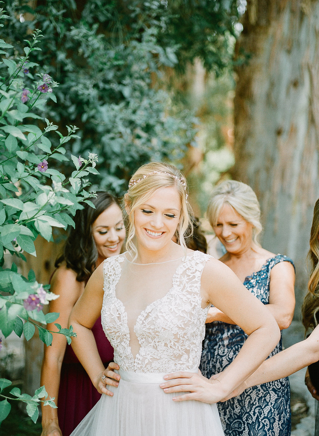 Bride getting ready | Fallbrook Treehouse | Compass Floral | Wedding Florist in San Diego and Southern California | Allie Lindsey Photography