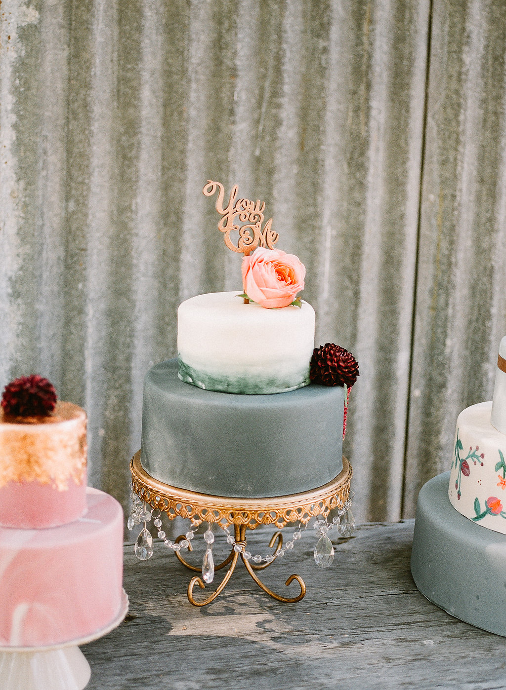Gray marble wedding cake | Fallbrook Treehouse | Compass Floral | Wedding Florist in San Diego and Southern California | Allie Lindsey Photography