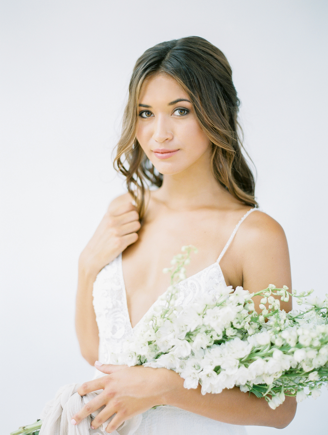 Natural bridal makeup and long hair | Studio 710 | Compass Floral | Wedding Florist in San Diego and Southern California | Dear Lovers Photography