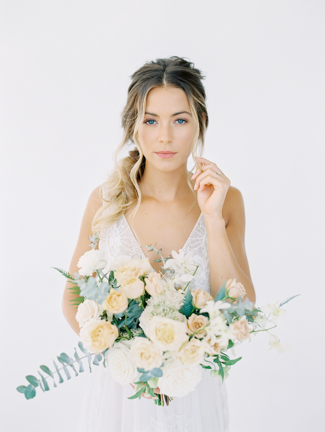 Natural bridal makeup and loose braid | Studio 710 | Compass Floral | Wedding Florist in San Diego and Southern California | Dear Lovers Photography