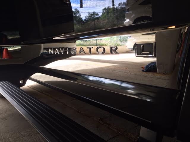 2013 Lincoln Navigator  |  Black Paint  |  Even the running board is squeaky clean