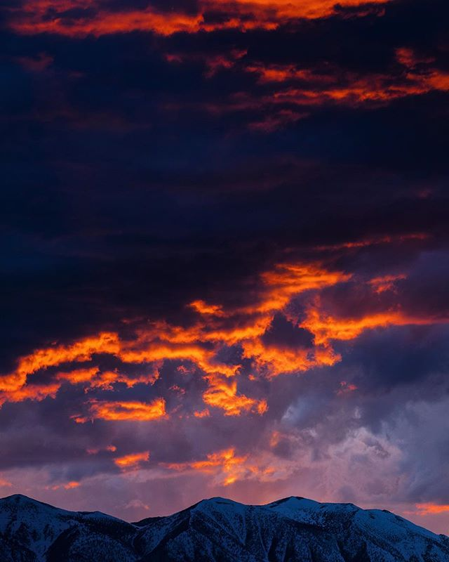 Eastern Sierra light show. #nomadlife #ontheroad #bishopca
