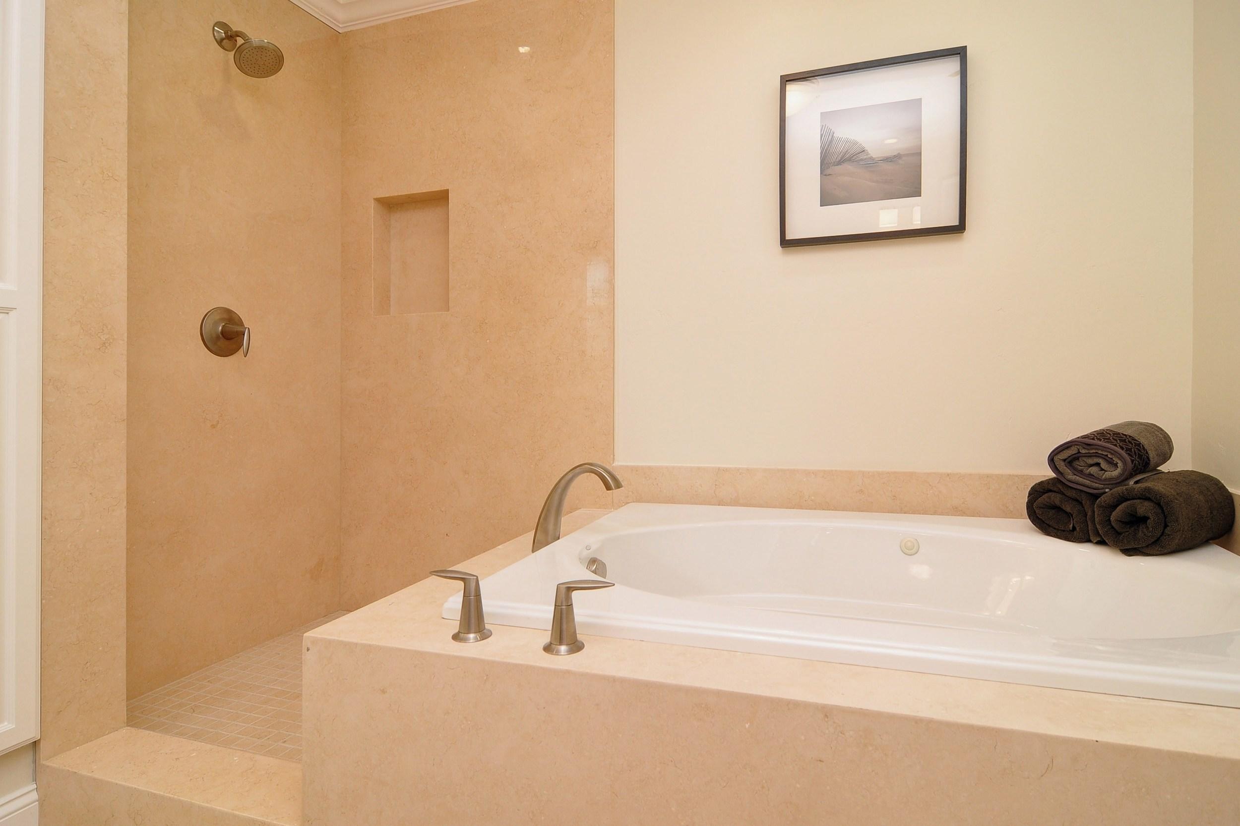 017_Master Bath (2).jpg