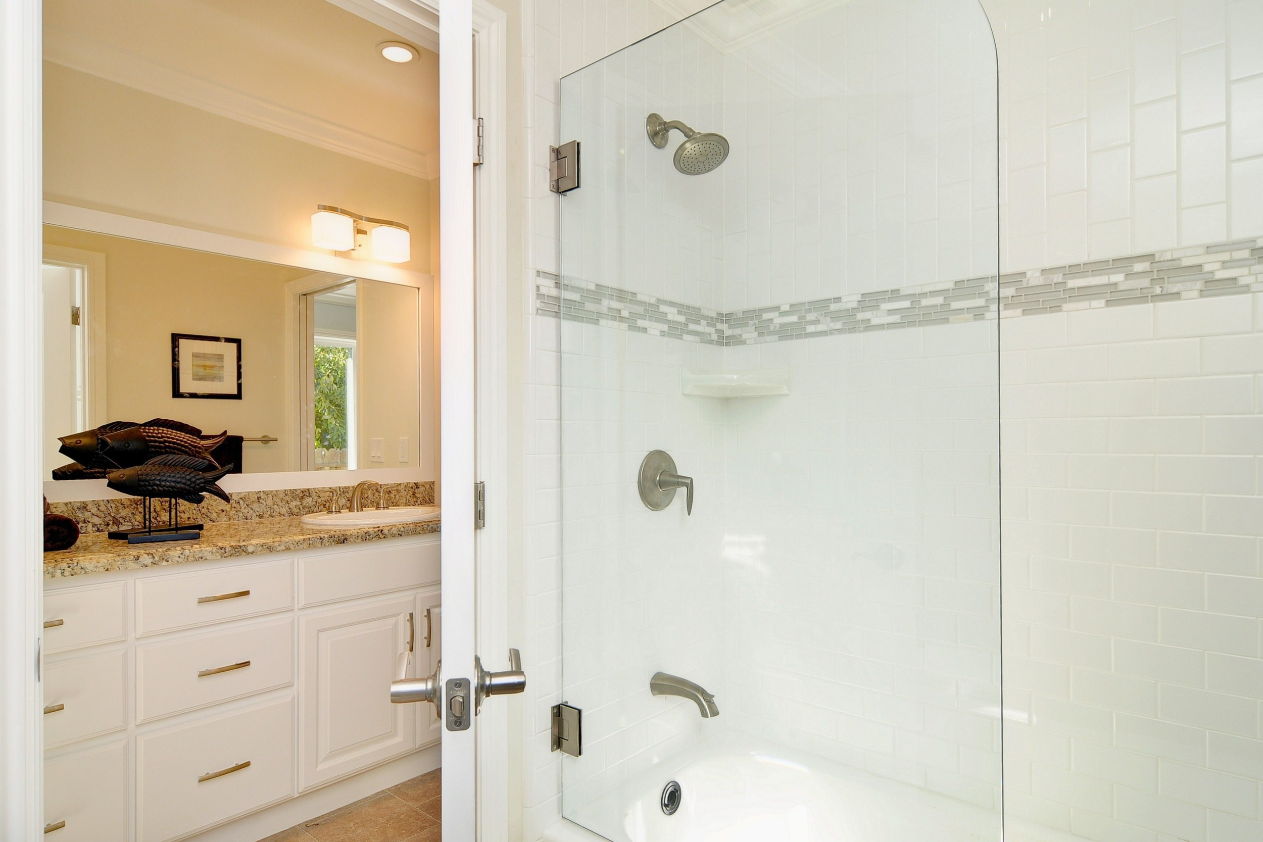 020_Bathroom (2).jpg