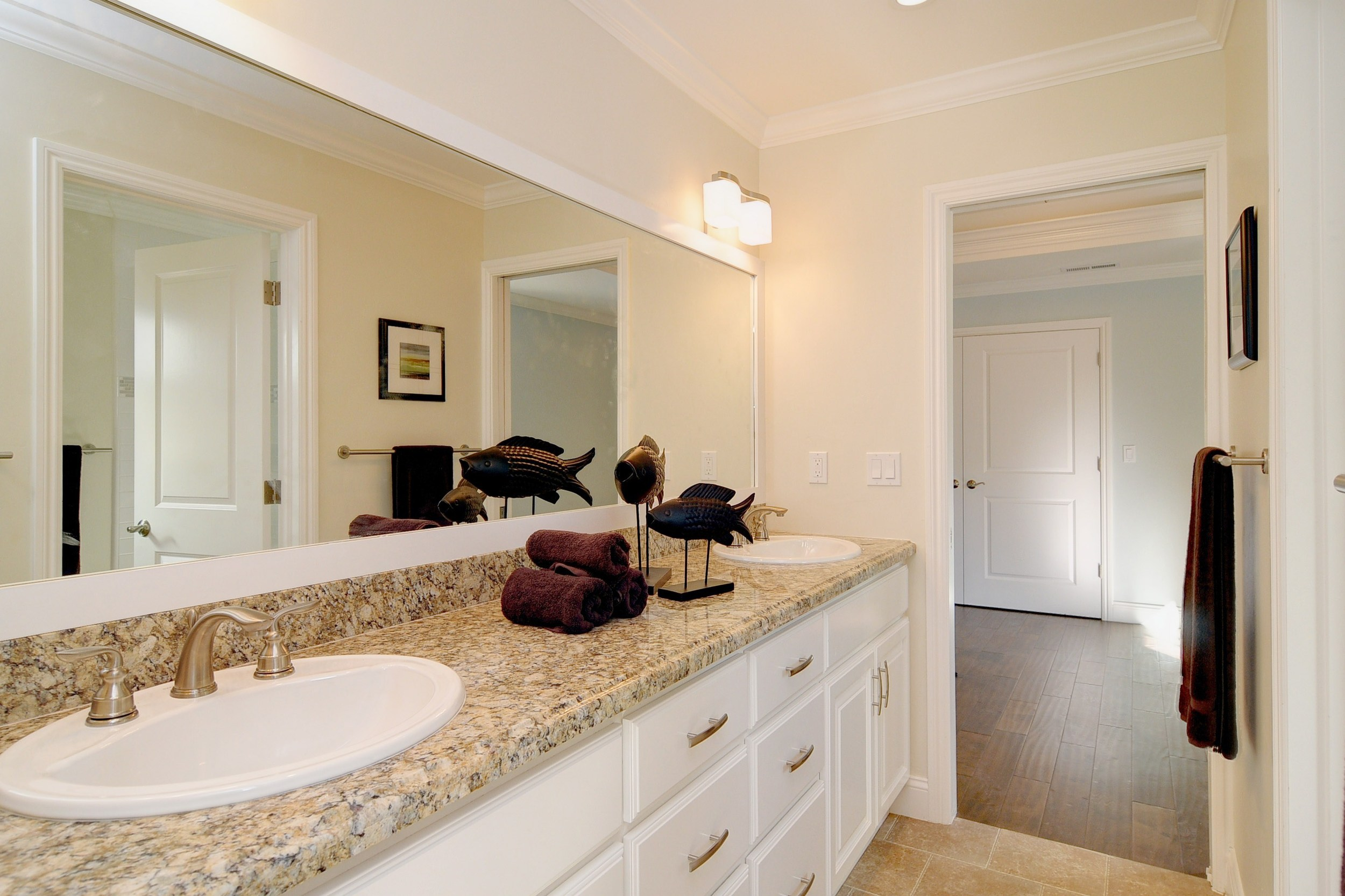 022_Bathroom.jpg