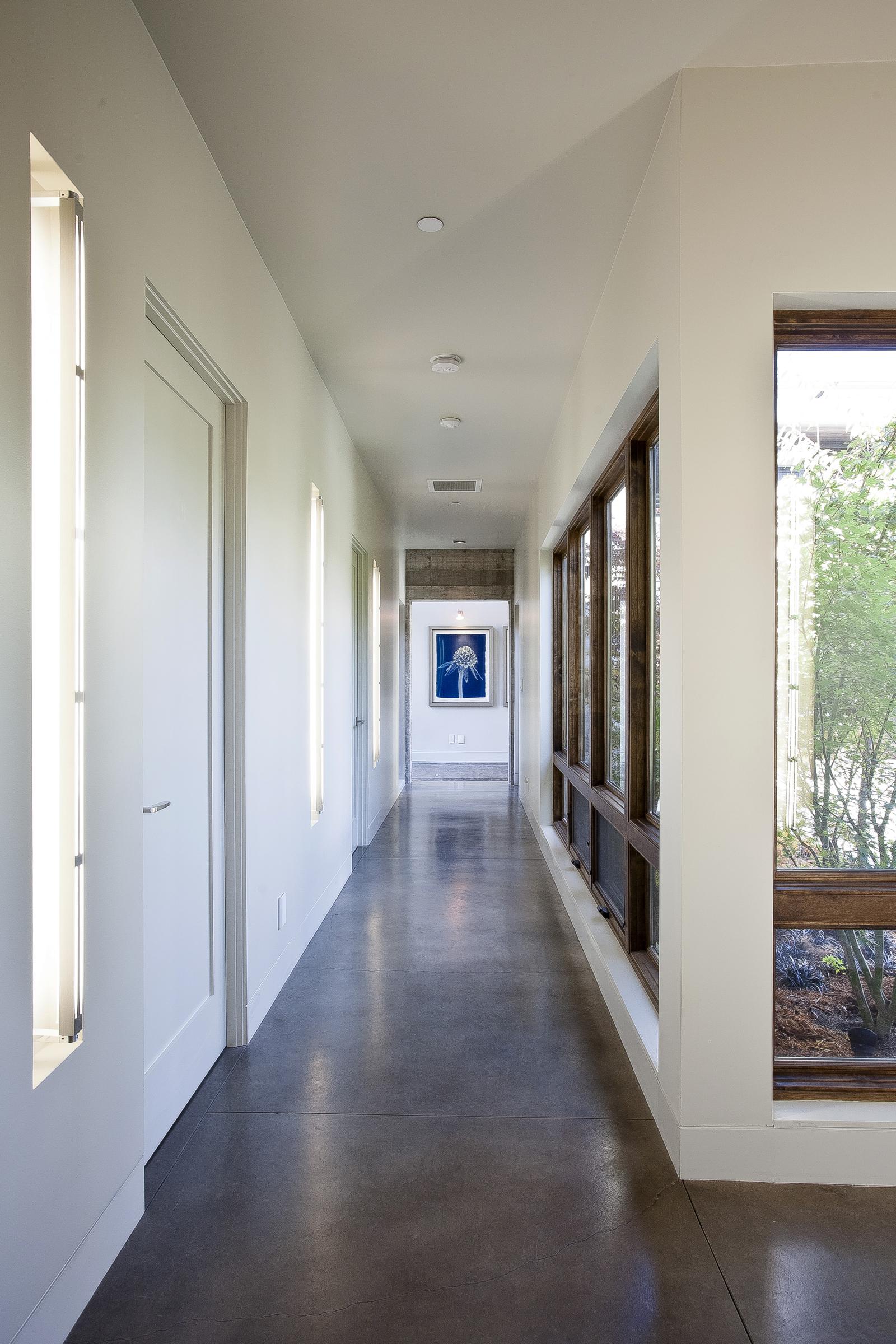 14-471 S. Clark Hallway 2.jpg