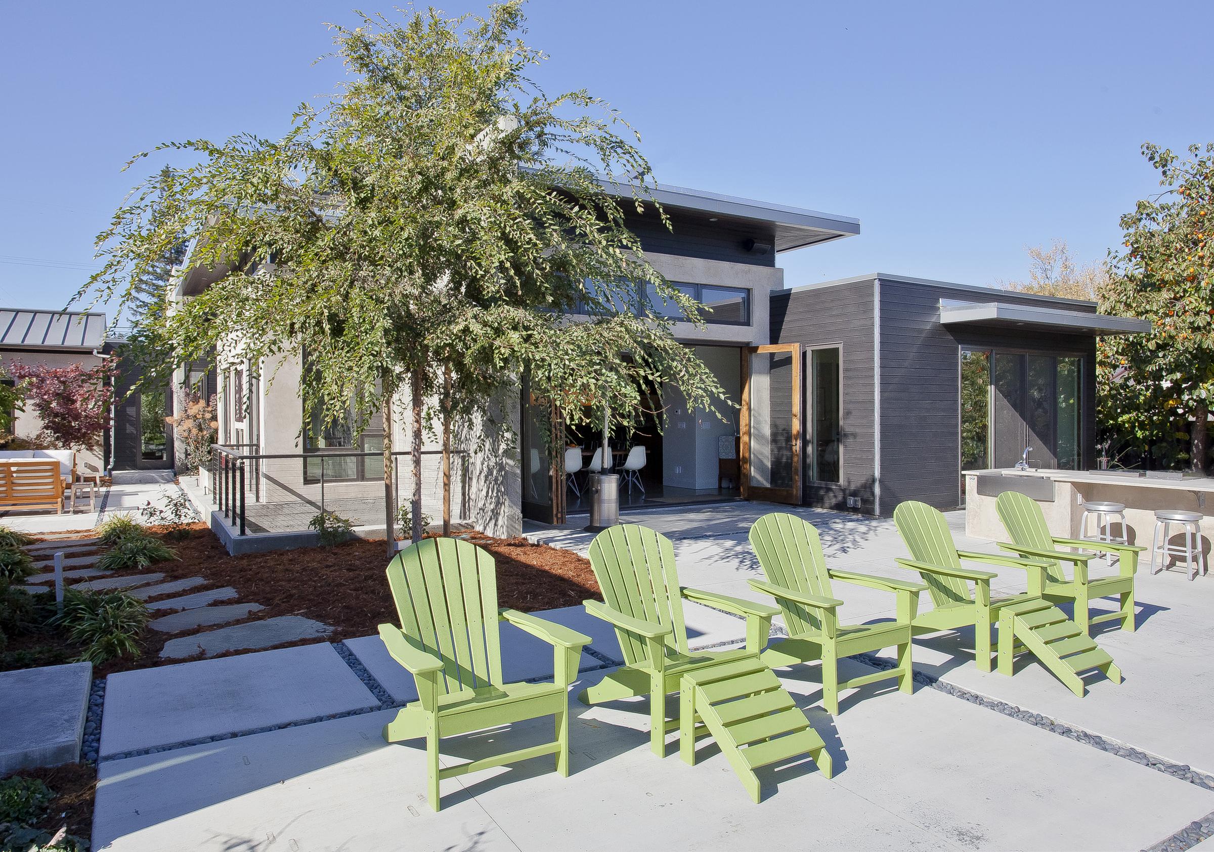 23-471 S. Clark Patio w:green chairs.jpg