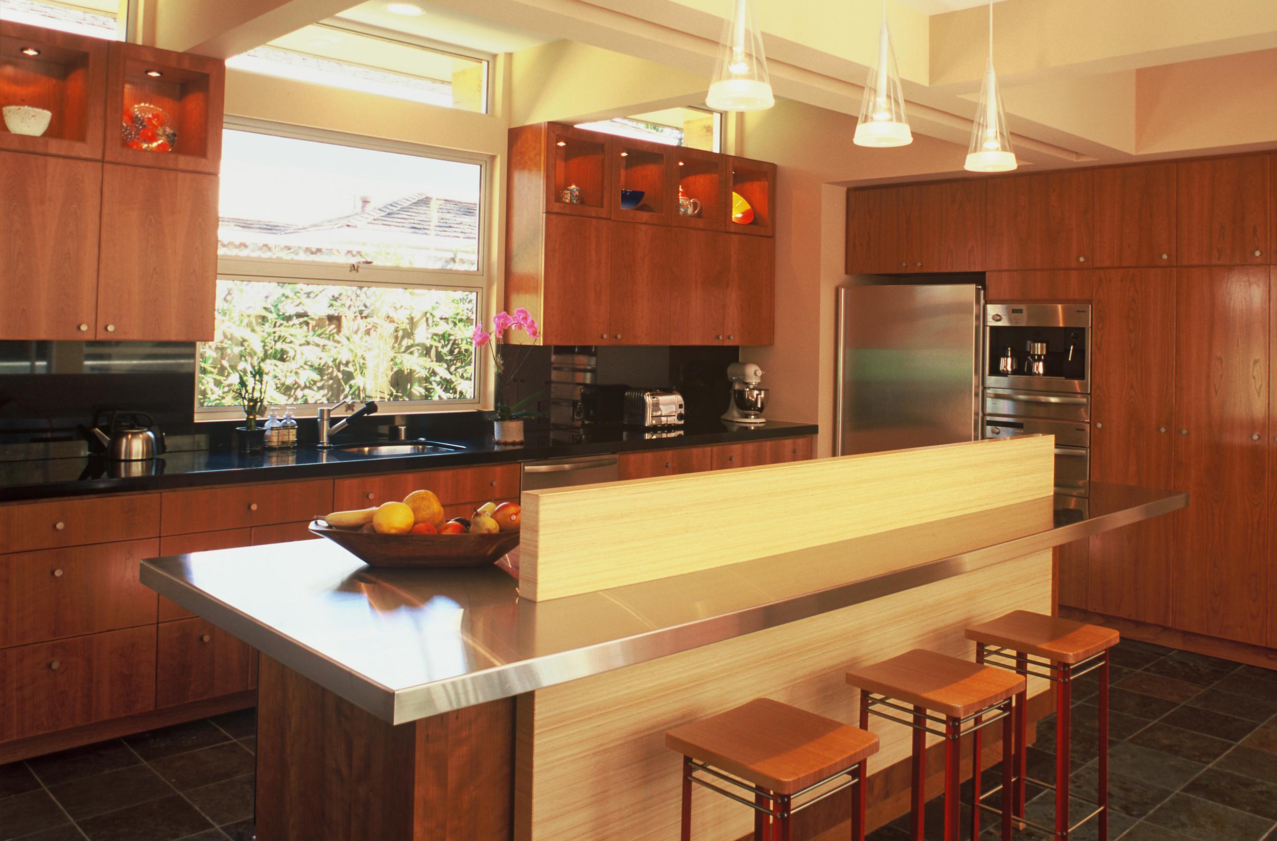 14 - 619 Kitchen.jpg