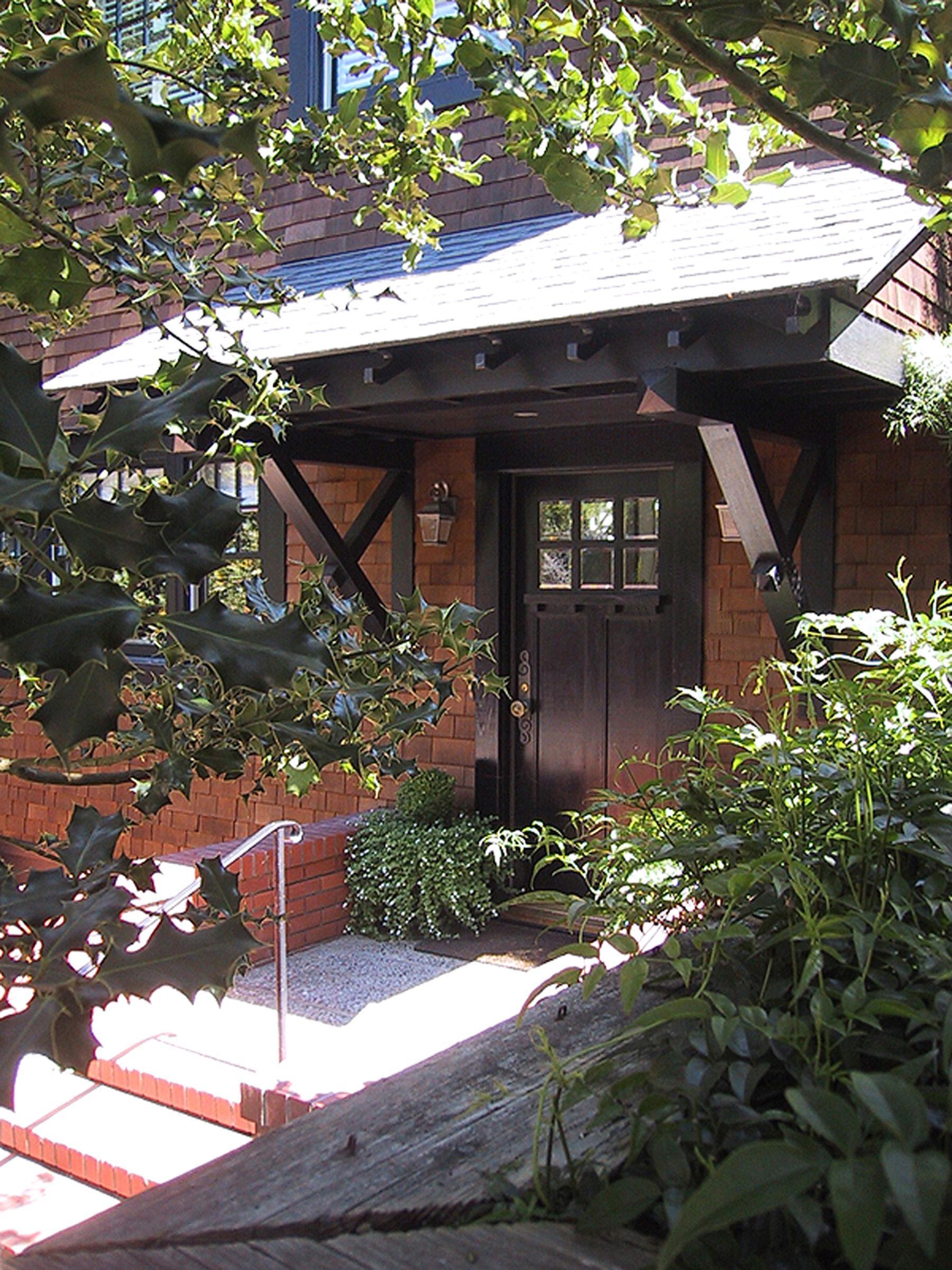 1 - 212 Porch fr uphill.jpg