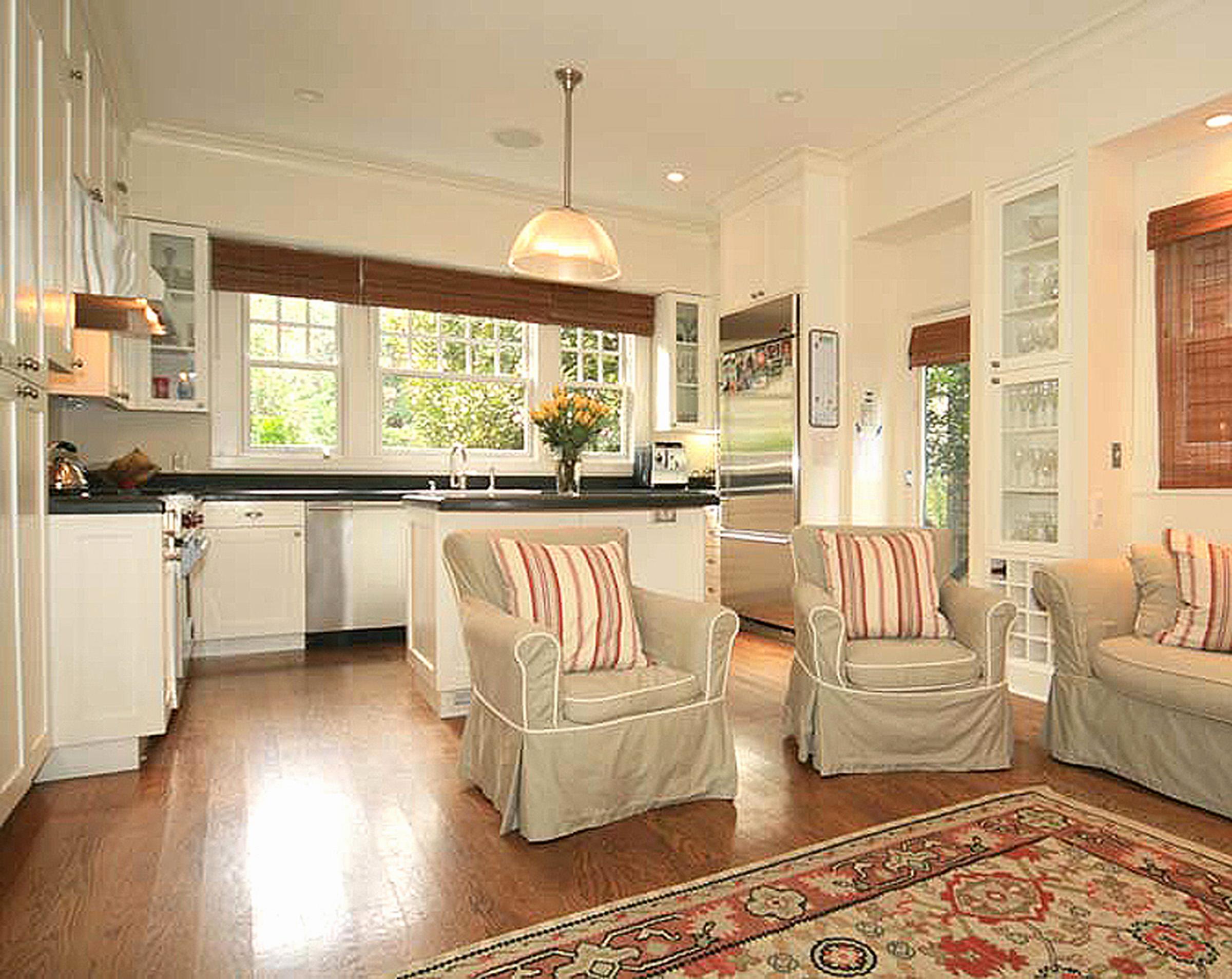 3 - 212 Kitchen.jpg
