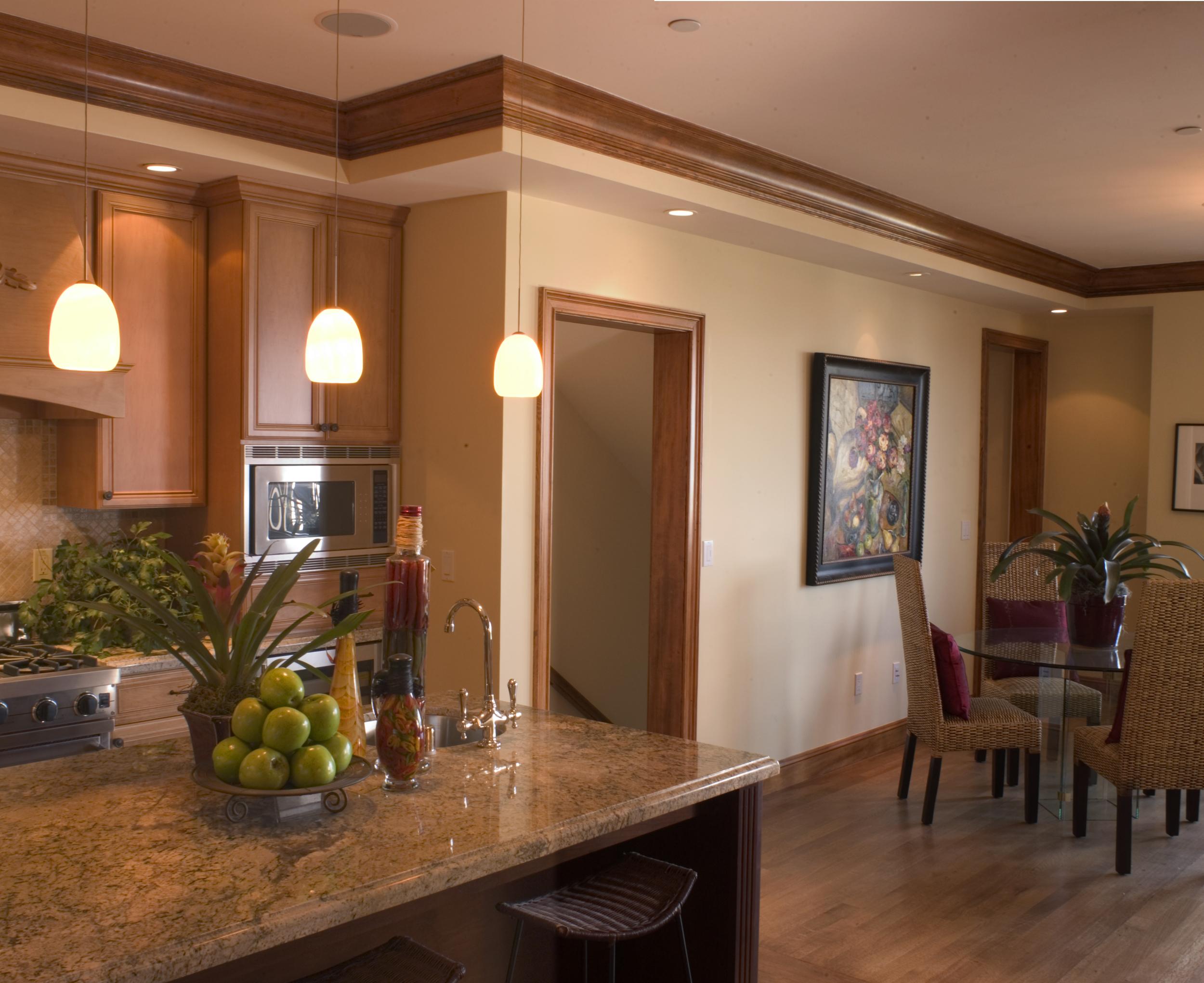 4 - 2672 Filbert kitchen 2.jpg