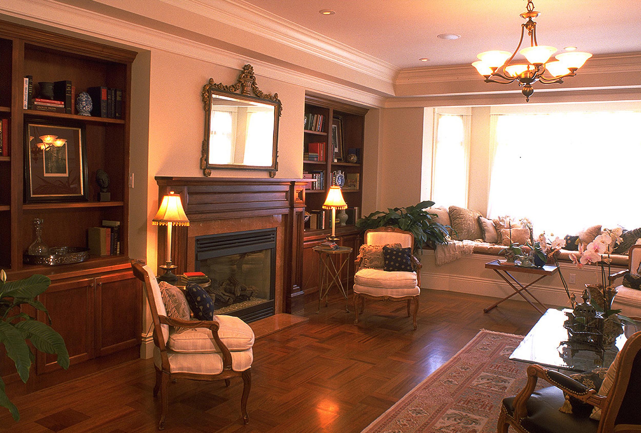 2 - 2821 Living Room.jpg