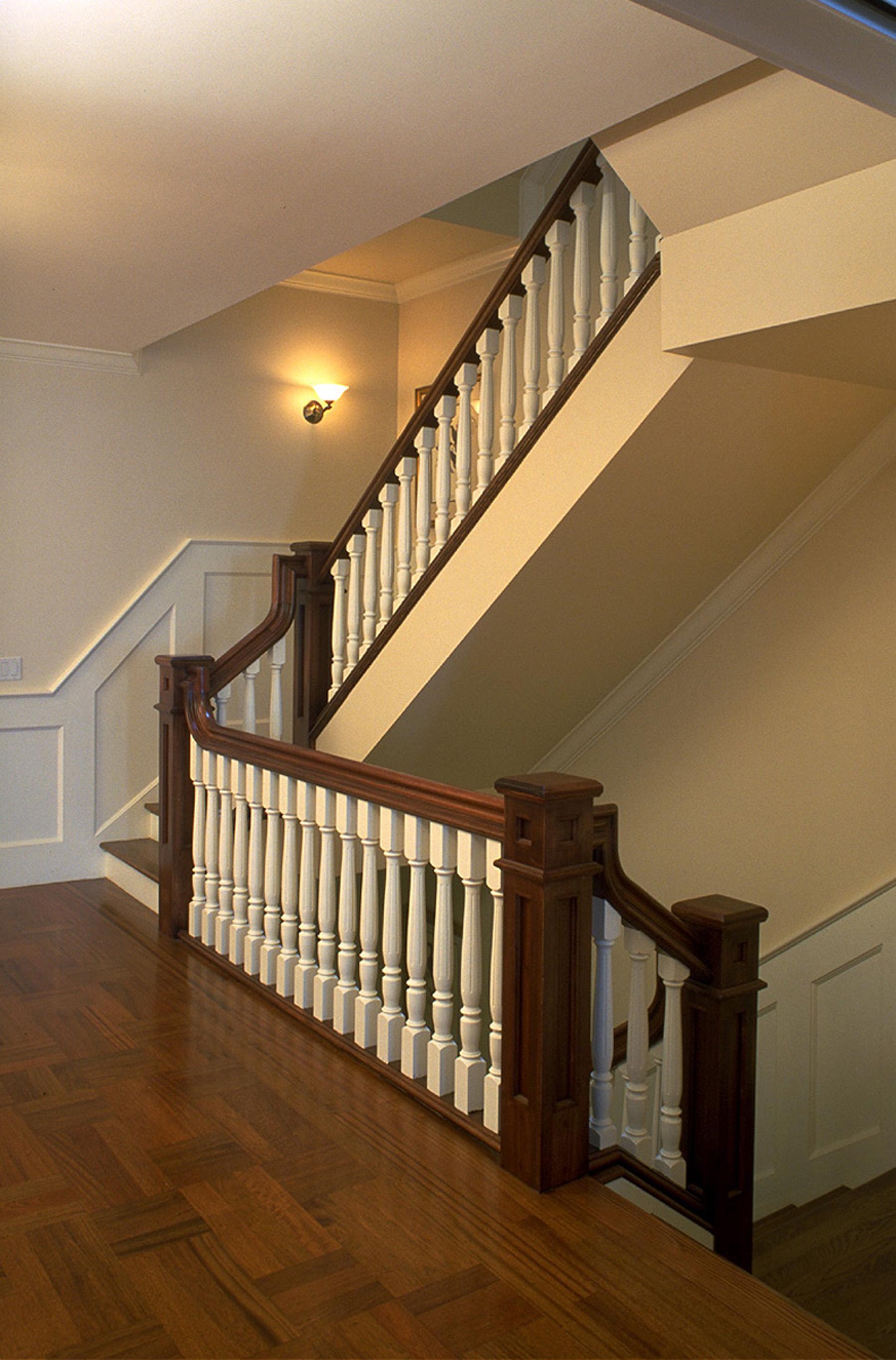 3 - 2821 Staircase.jpg