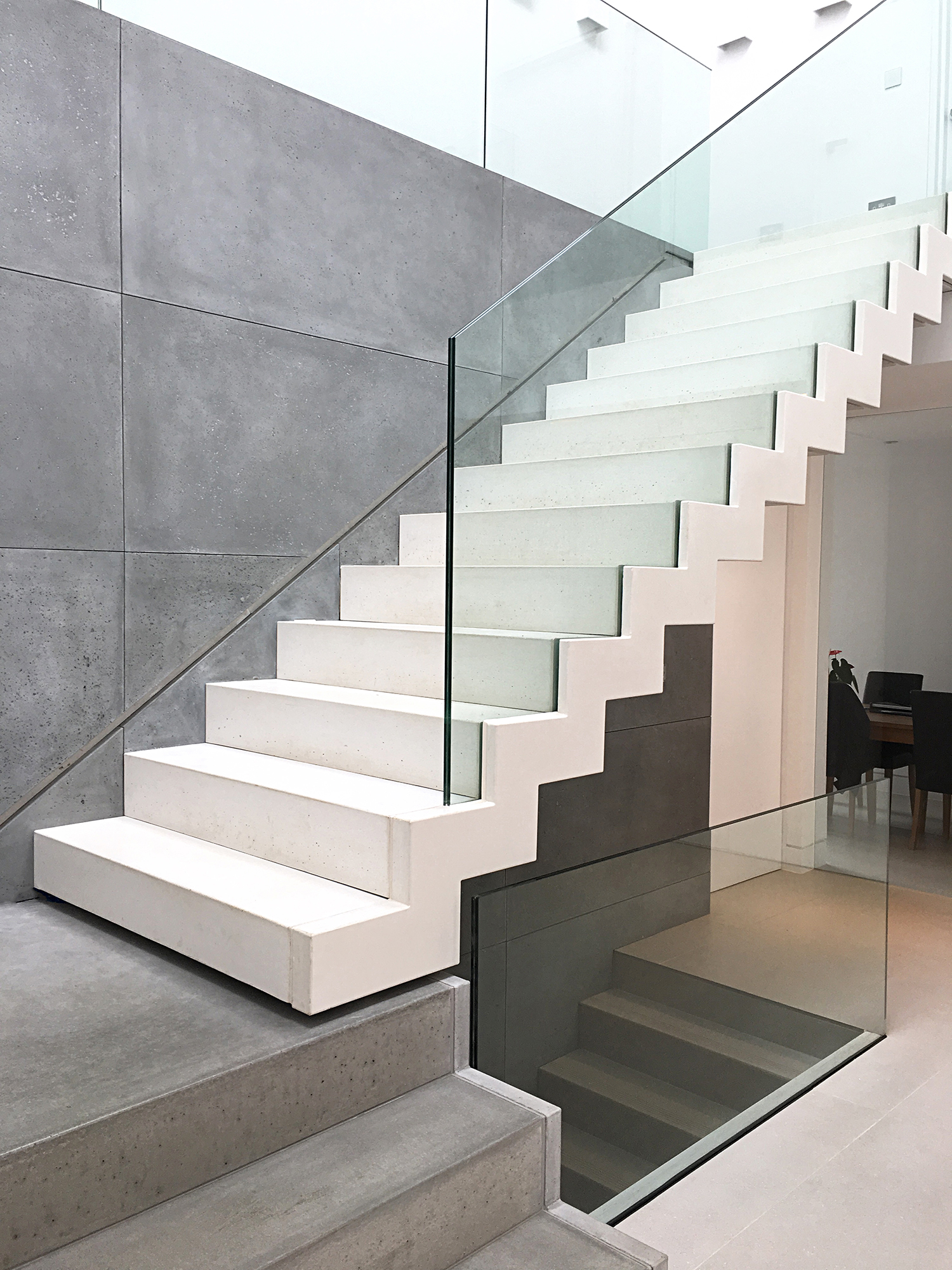 White-concrete-staircase-glass-floating-1L.jpg