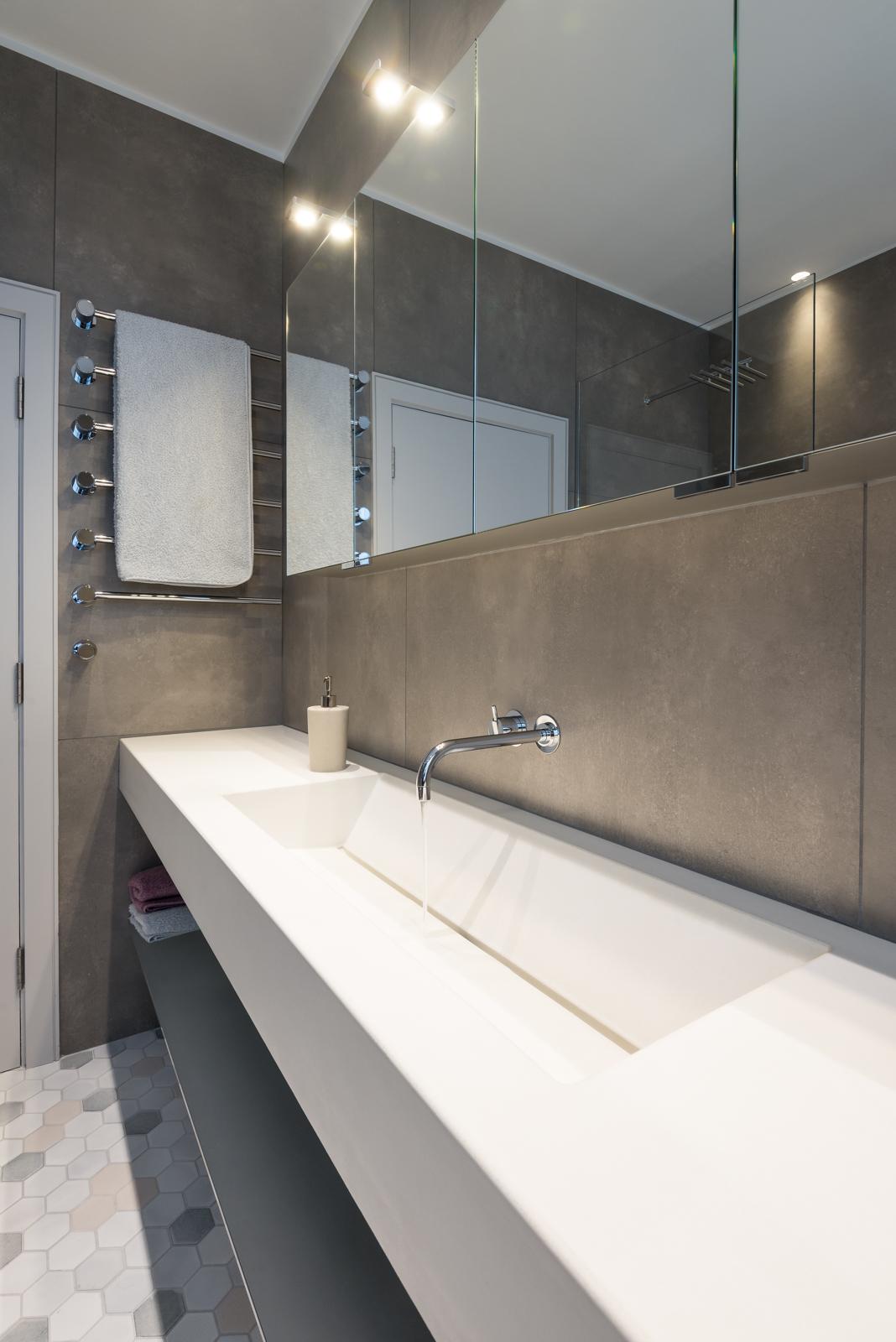 Large-white-marble-concrete-stone-basin.jpg