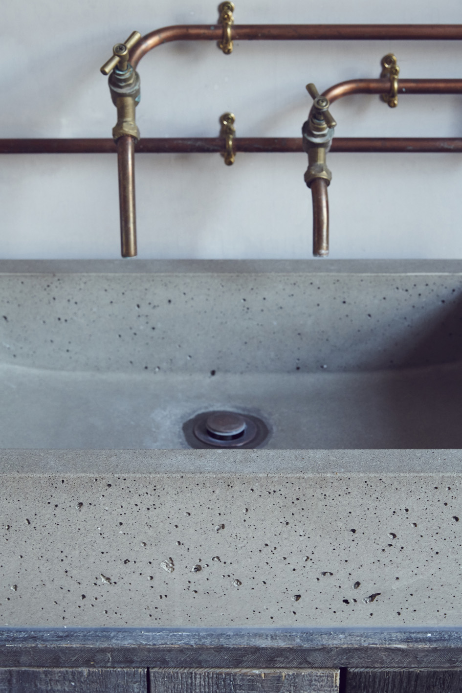 cast-concrete-basin-sink-copper.jpeg