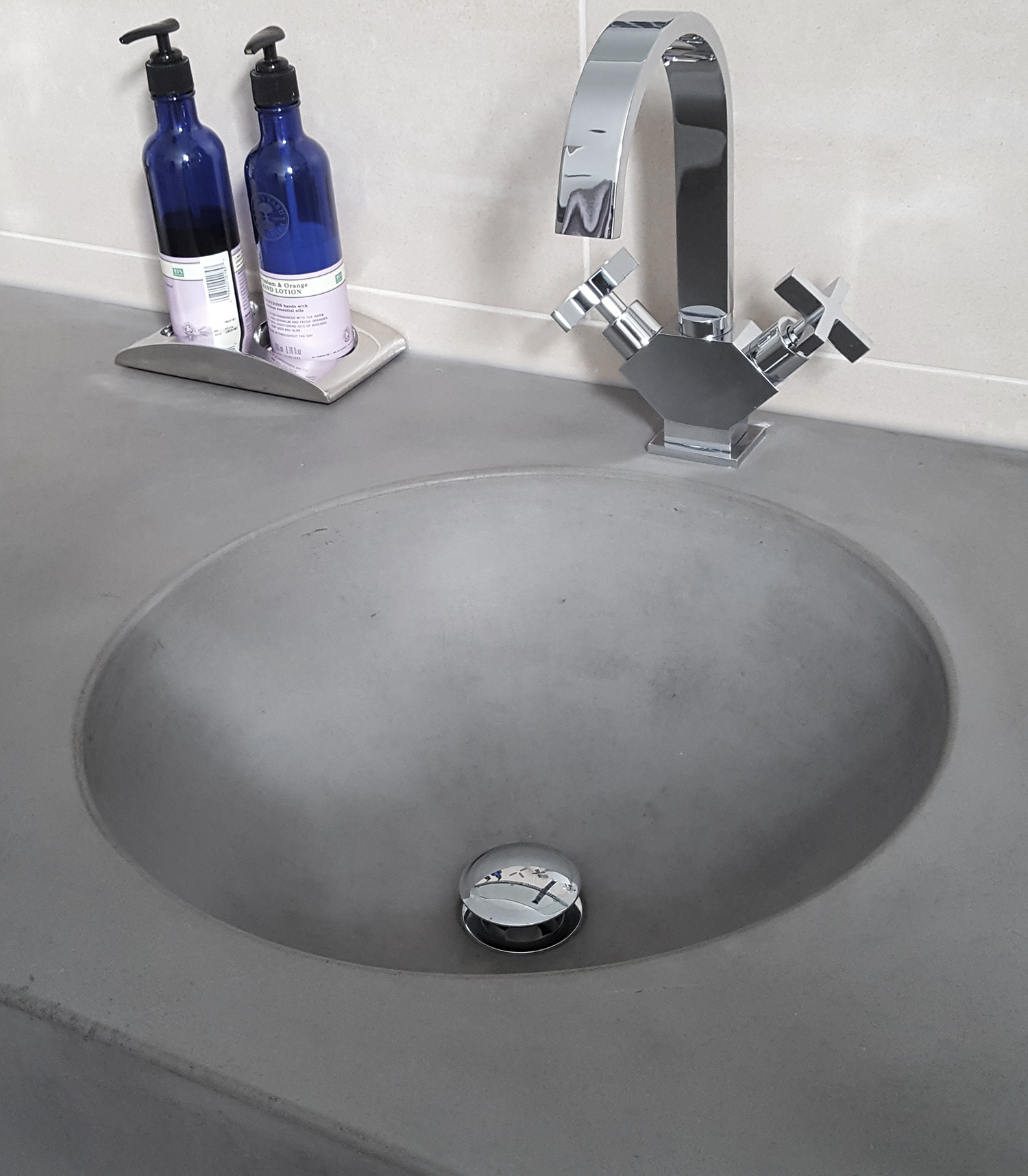 Large-round-concrete-basin-sink.jpg