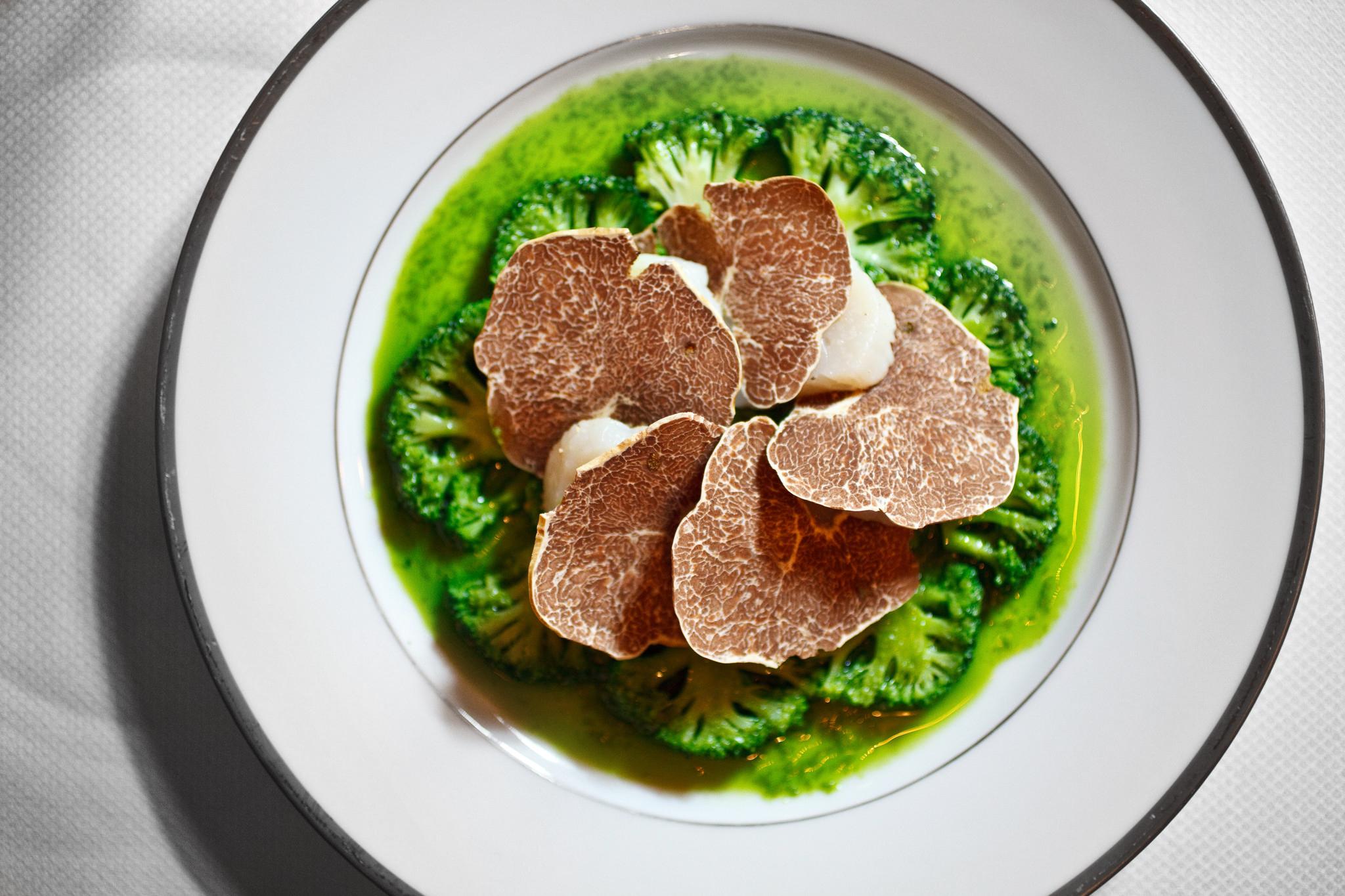 Corolle de noix de Saint-Jqcques et brocoli à la truffe blanche d'Alba, Overhead