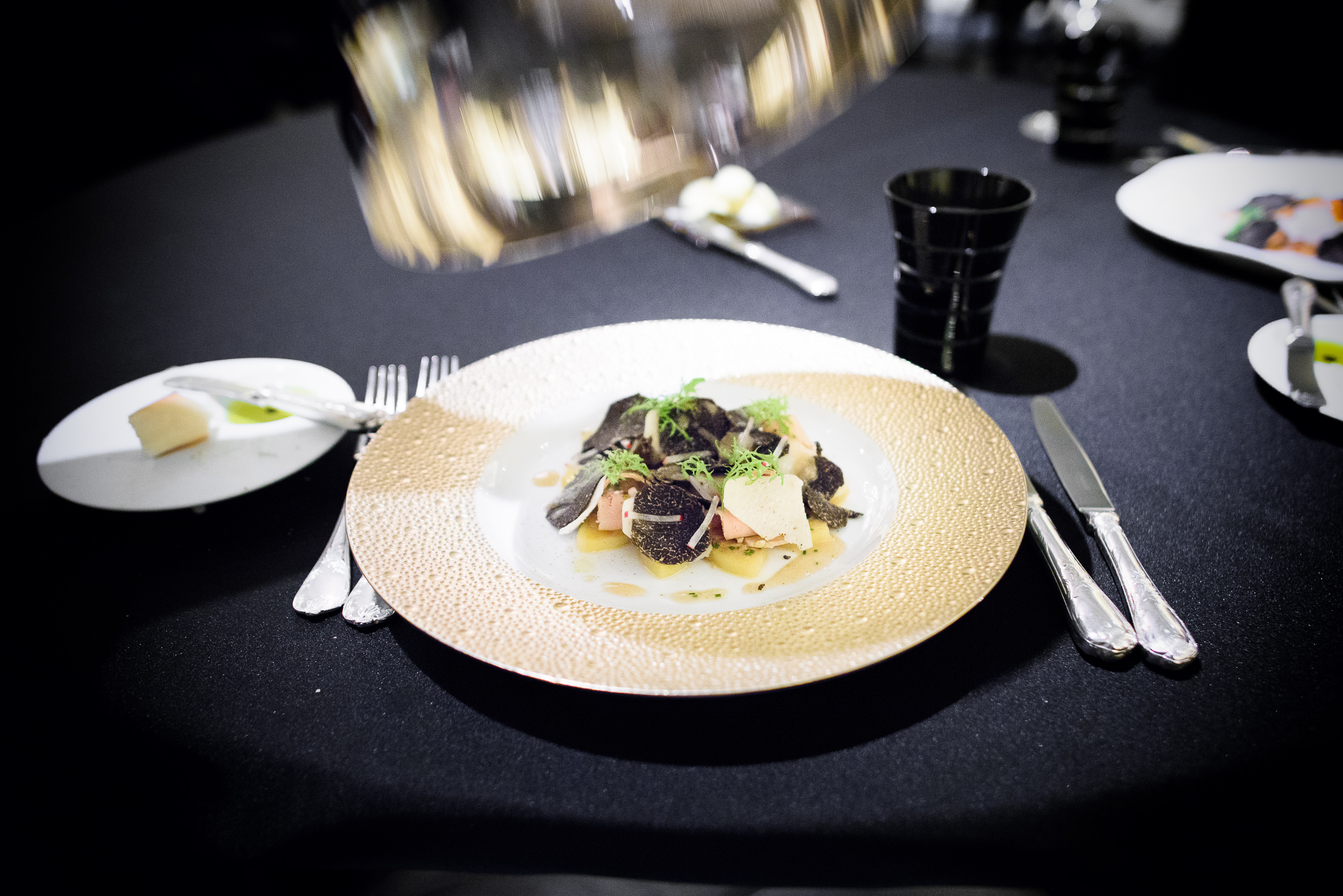 La Pomme de Terre aux copeaux de foie gras avec une râpée de t