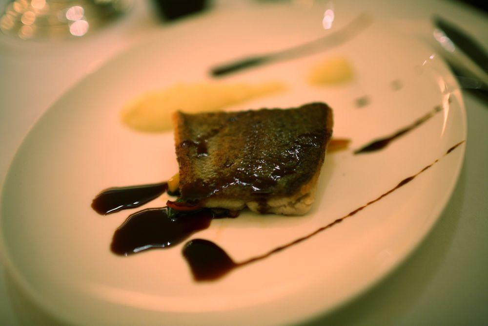 Filete de languado grillado a la parilla, zapallo ancho, salsa al vino Malbec