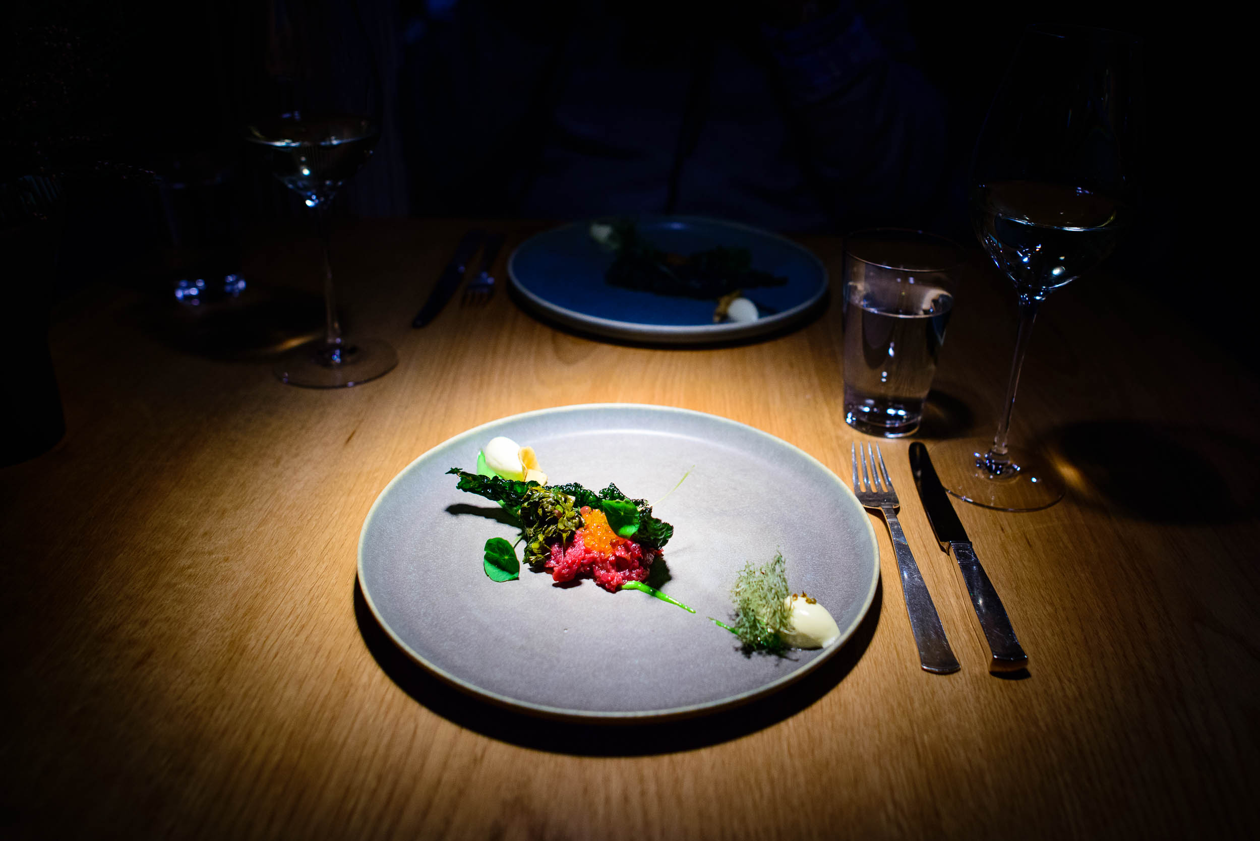 Tartar of reindeer with roe of char, puré of garlic mustard,