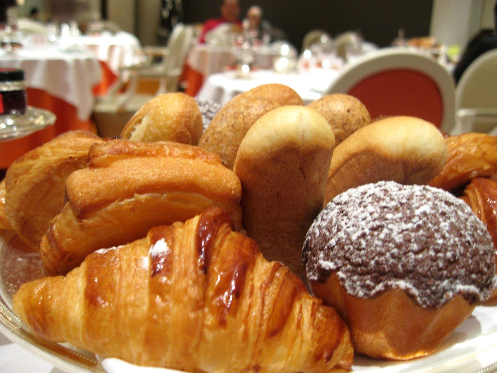 Petit Mamel de Viennoiseries - petits pains, brioche au chocolat, chocolatine, croissant noise-