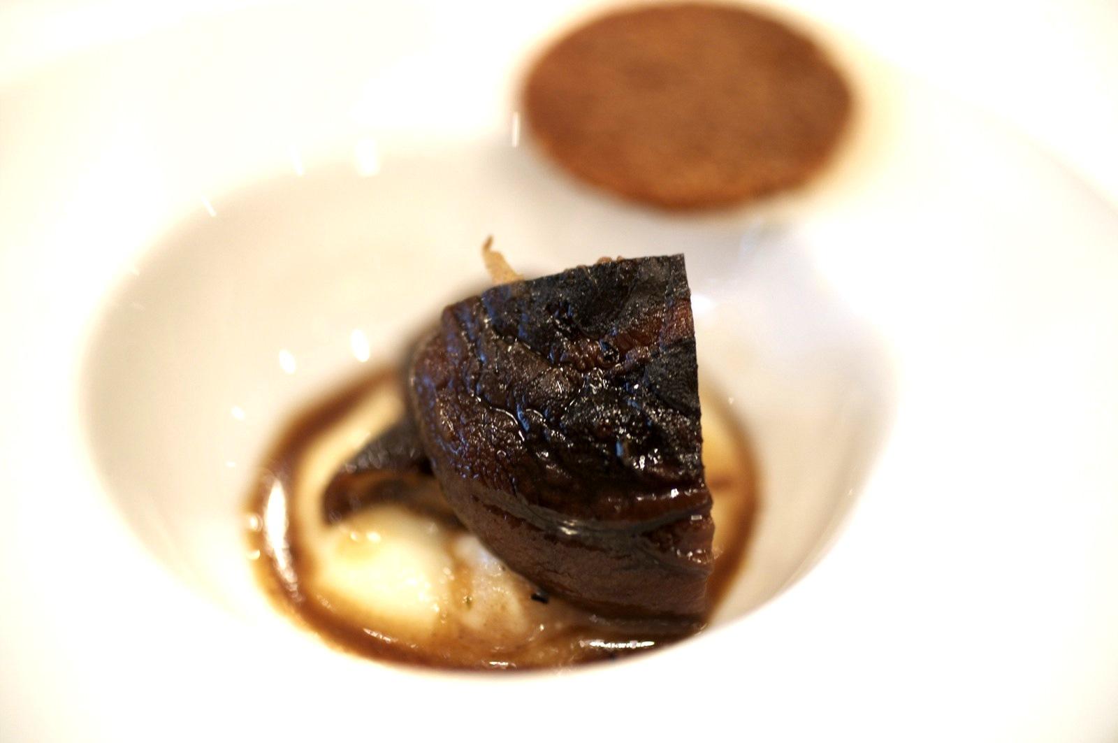 Pierre Gagnaire, Paris - Moutarde de Shiitake en aigre-doux, pain d'épices croquant et champignons de Paris