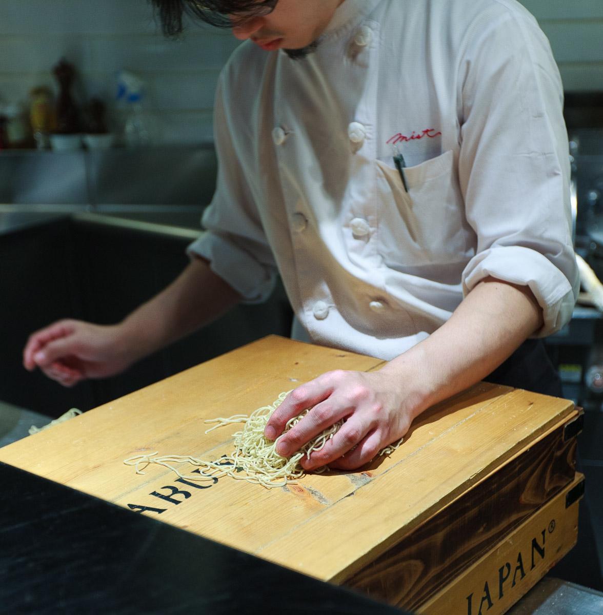 Mist Ramen, Tokyo - Chef weighs noodles