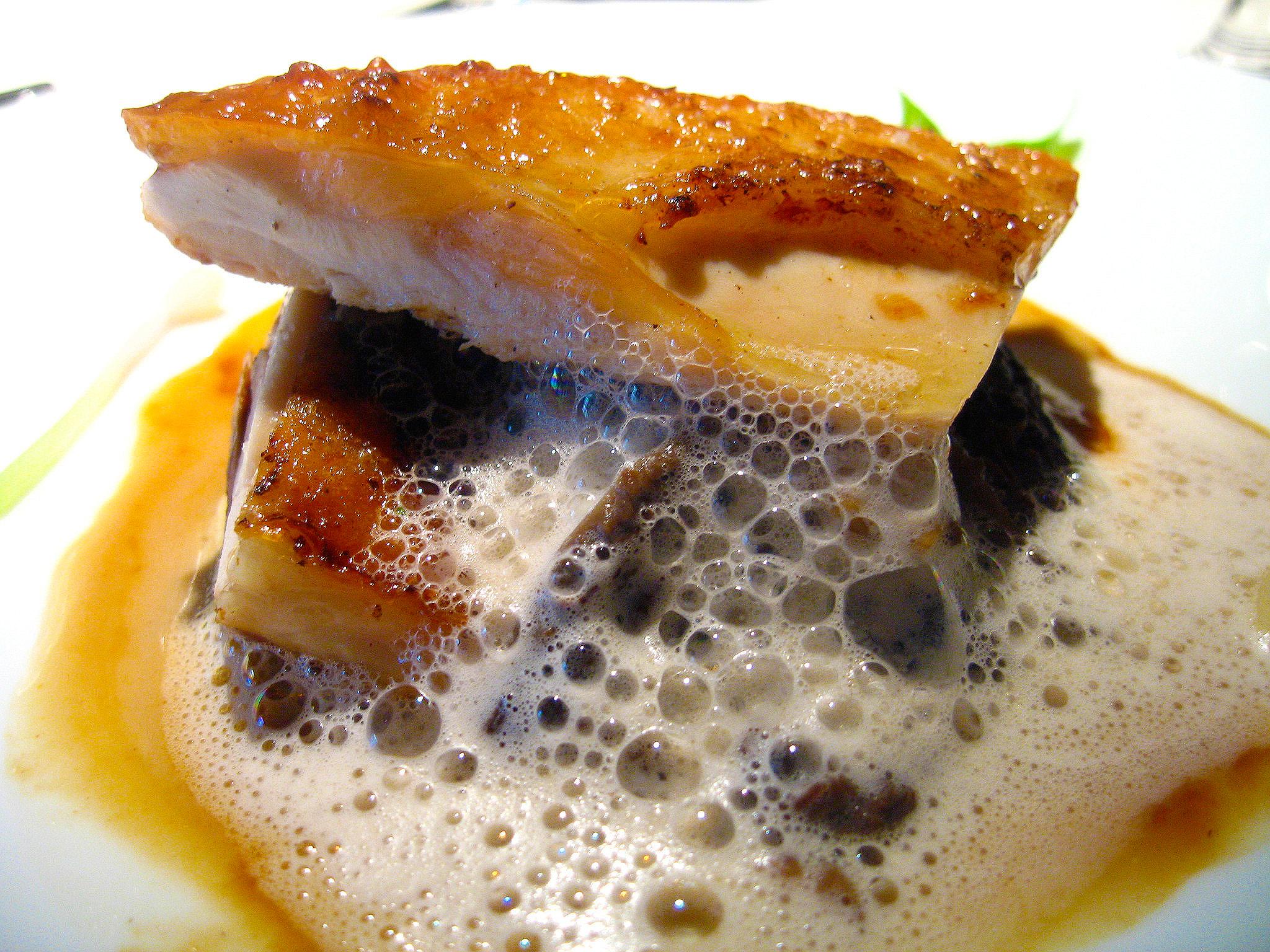 L'Astrance - Poularde de Bresse aux morilles, fondue de parmesan, sauce au vin jaune