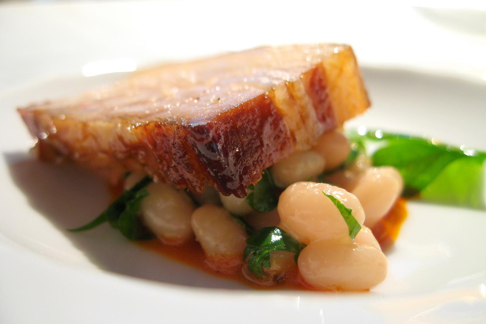 Poitrine de porc, haricots blancs, émulsion de chorizo (encore)