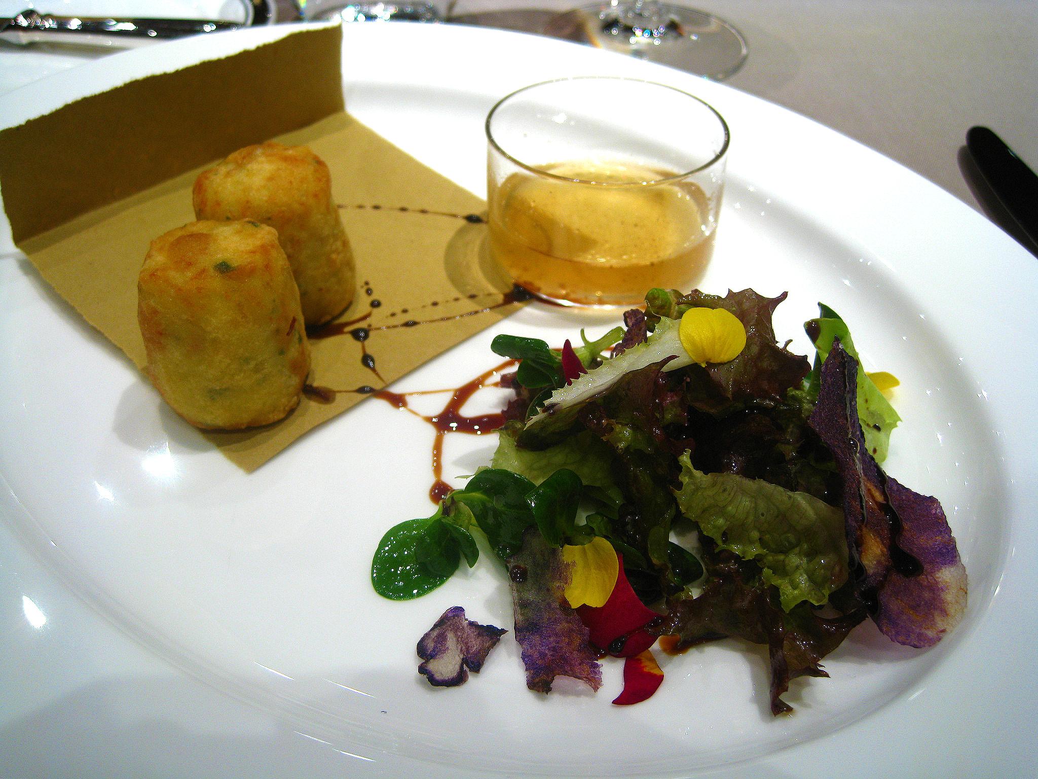 Combal.Zero - Crocchette di baccalà mantecato, chips di patata violetta, tisana al Pastis