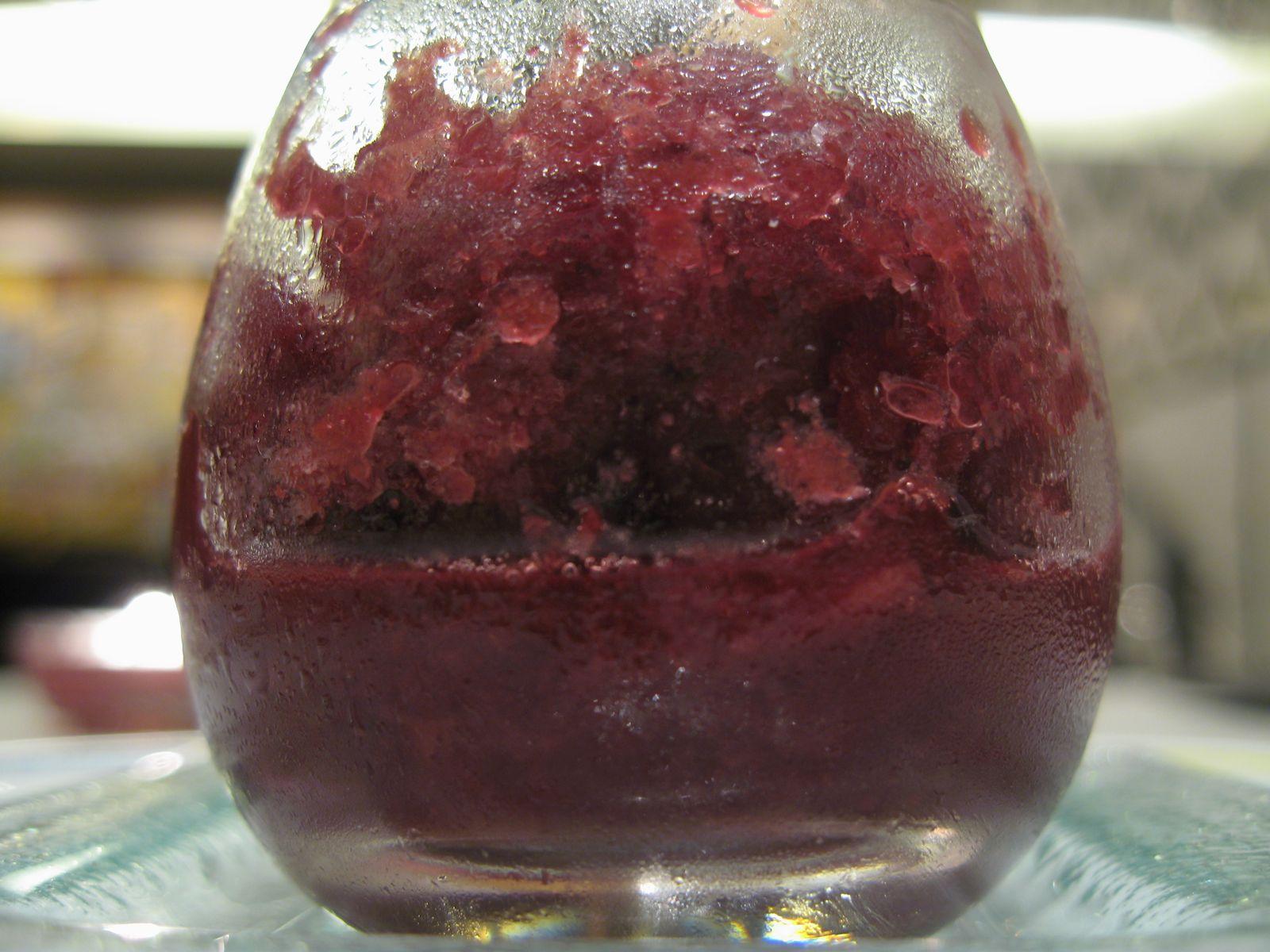 Prunes à la syrah, granité aux poivres