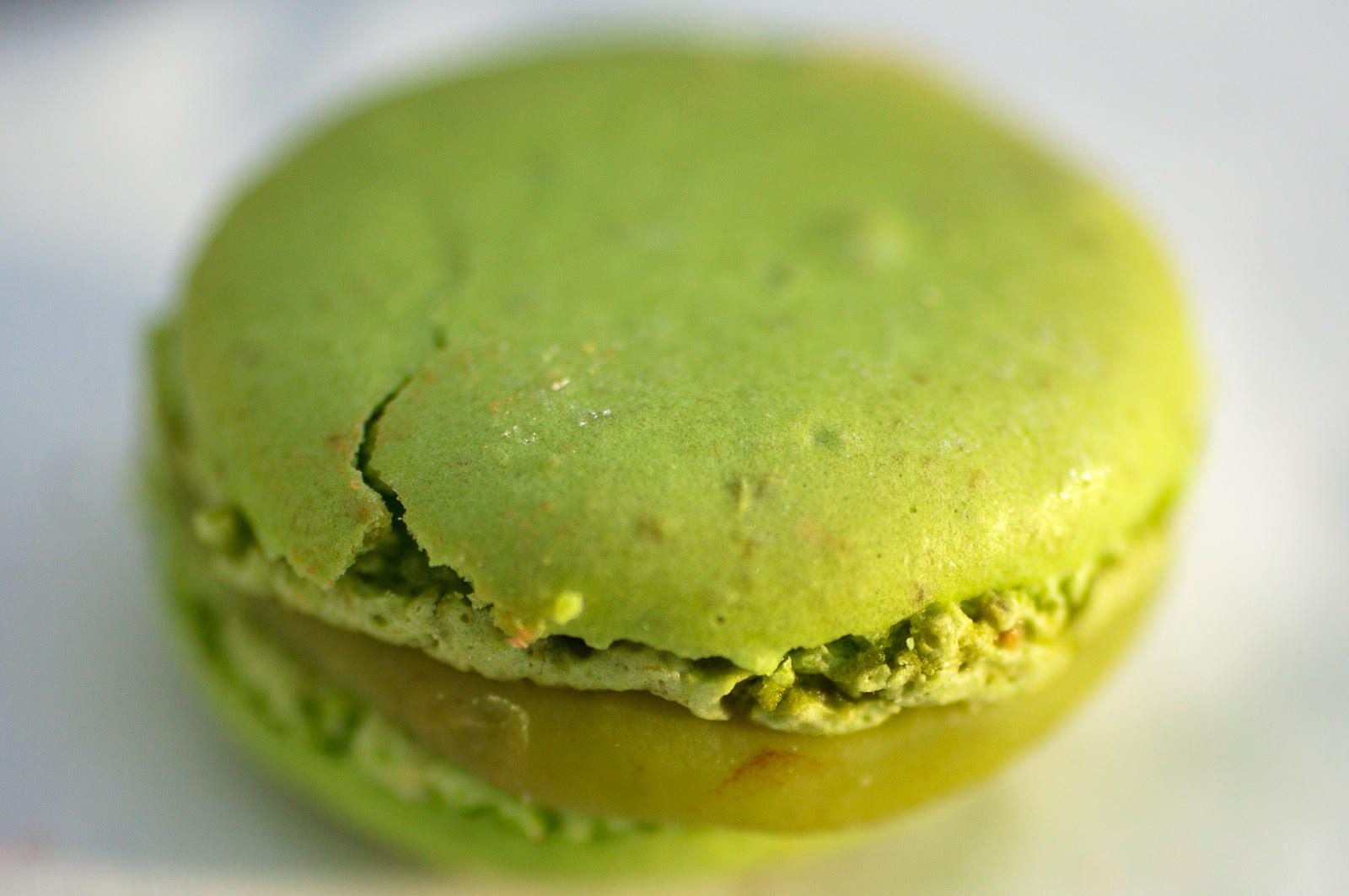 Pistache - biscuit macaron pistache, ganache au chocolat blanc à la pistache
