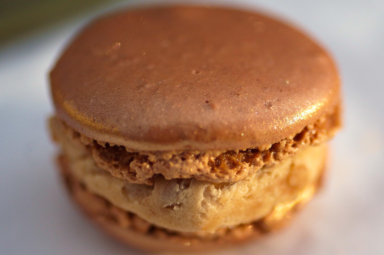 Marron & Thé Vert Matcha - Biscuit macaron marron, crème aux marrons glacés et crème onctueuse au