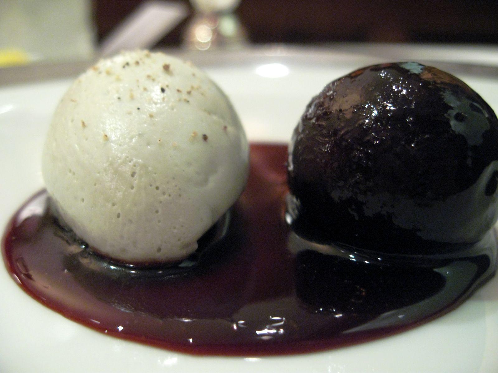 Roquefort glacé, pruneau au Banyuls