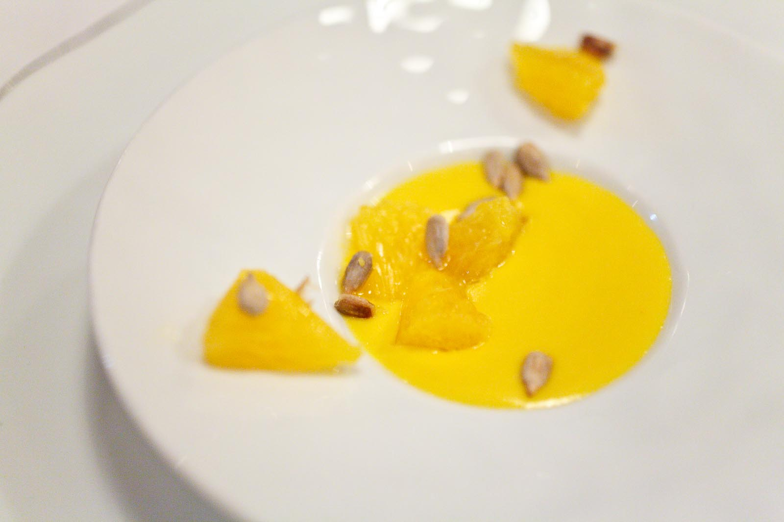 L'Agapé - Amuse bouche - Mousseline de potimarron - Orange, graine de tournesol