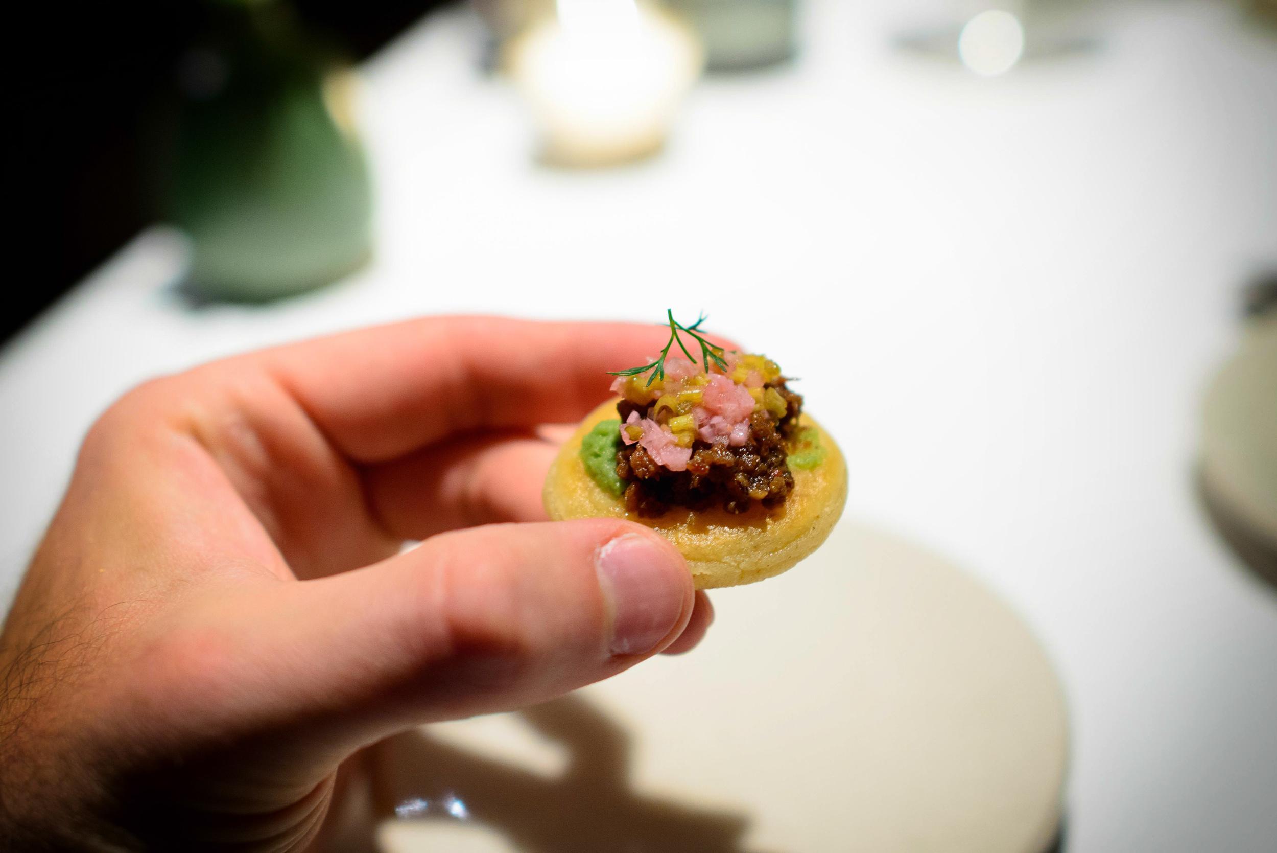 """Bocol de chicharrón de res (Crispy beef """"gordita"""")"""