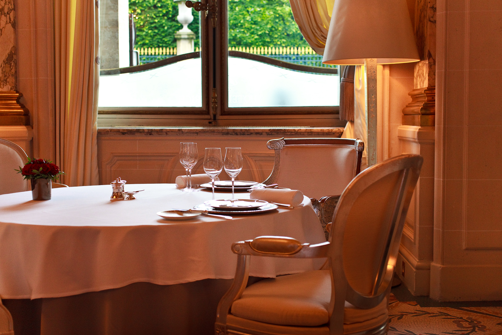 Le Meurice - Lunchtime table