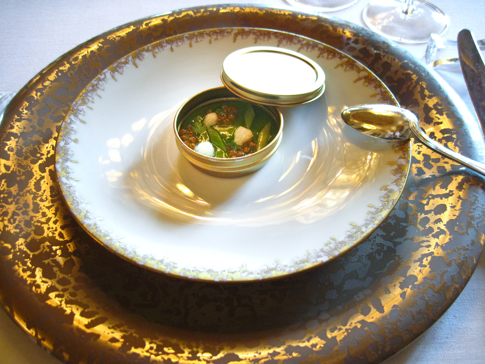 Le Meurice - Salmon roe in sorrel gel�e