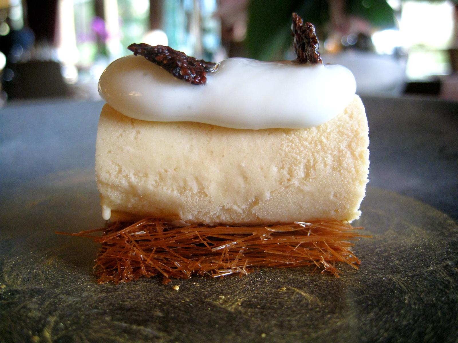 Ledoyen - Glac� de caramel fum�, pistils de chocolat