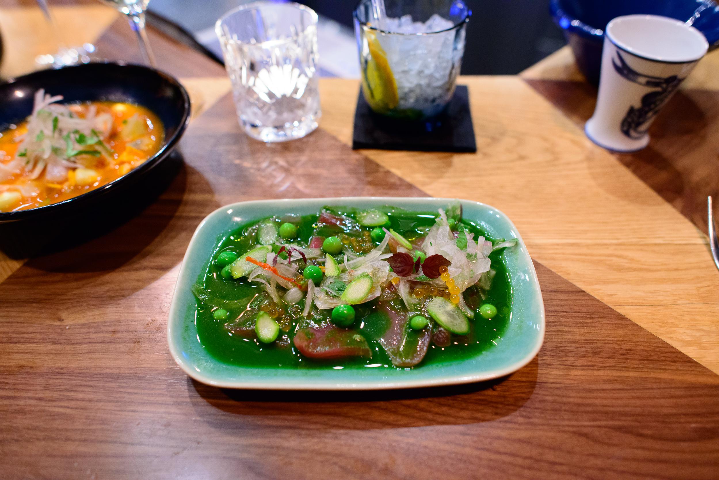 Tiradito verde, poisson du jour, leche de tigre, asperges, pulpe