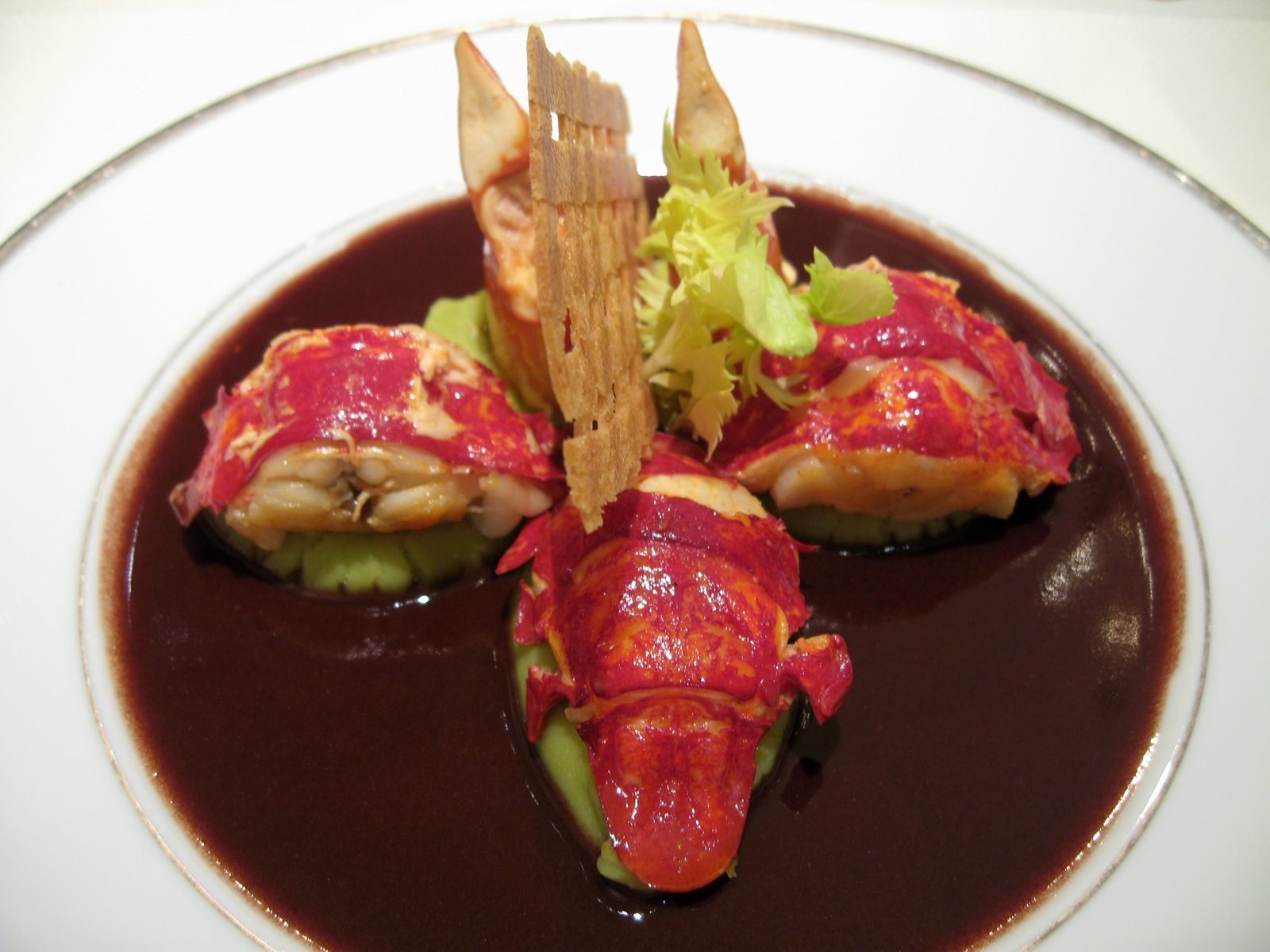 Fricassée de homard sauce civet, purée Saint-Germain